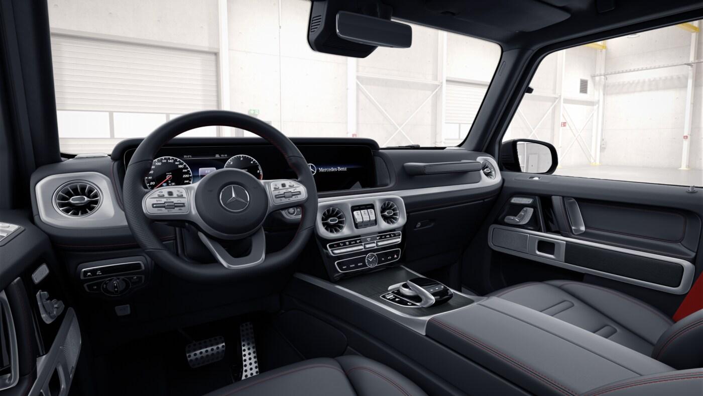 Poste de conduite de la Mercedes  classe G AMG Line avec vue sur l'écran tactile, sellerie et la console centrale