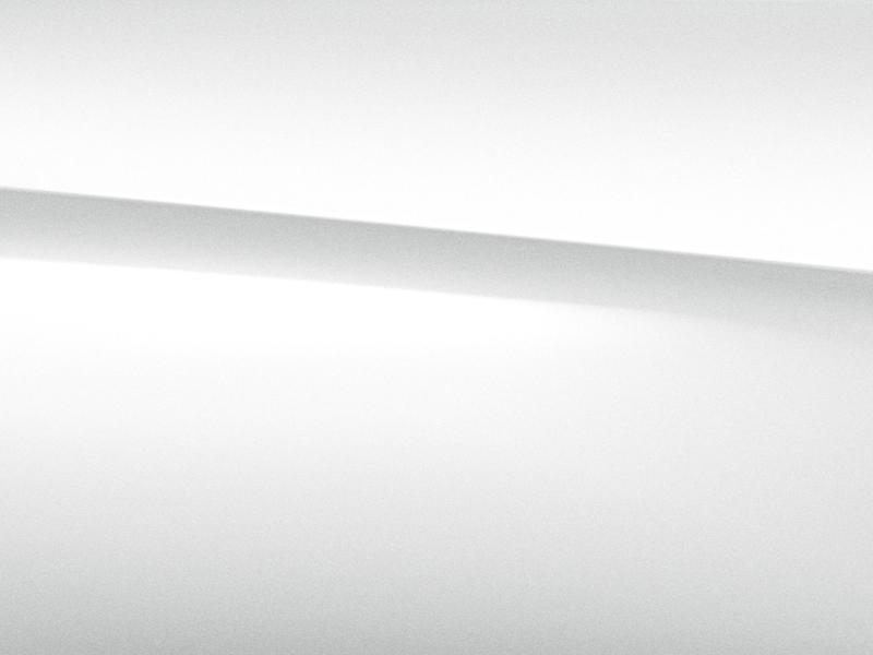 Vue de trois quarts de profil de la Mercedes GLC avec la peinture designo - blanc diamant bright