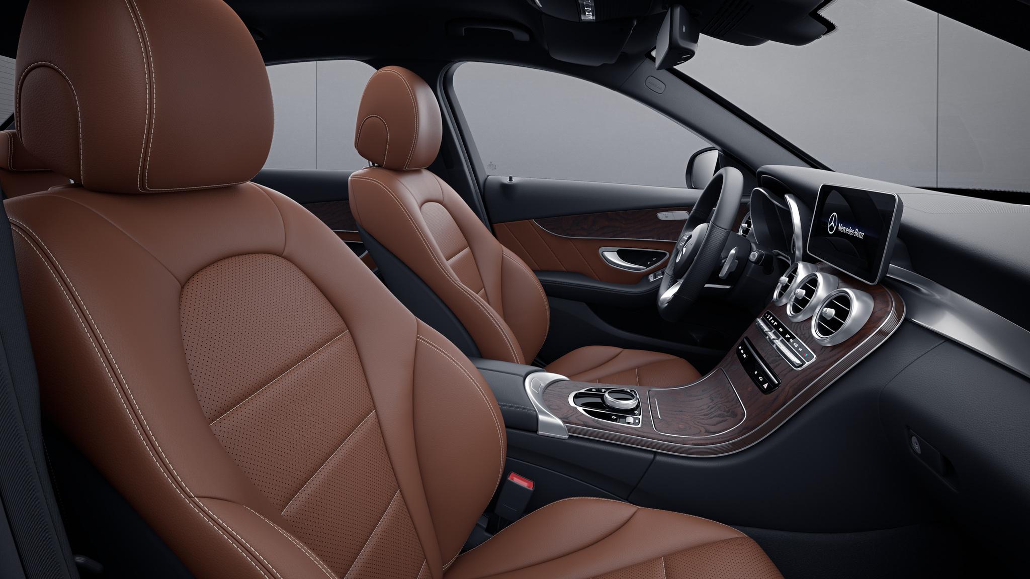 Habitacle de la Mercedes Classe C Berline avec une Sellerie Similicuir Artico - marron cuir noir