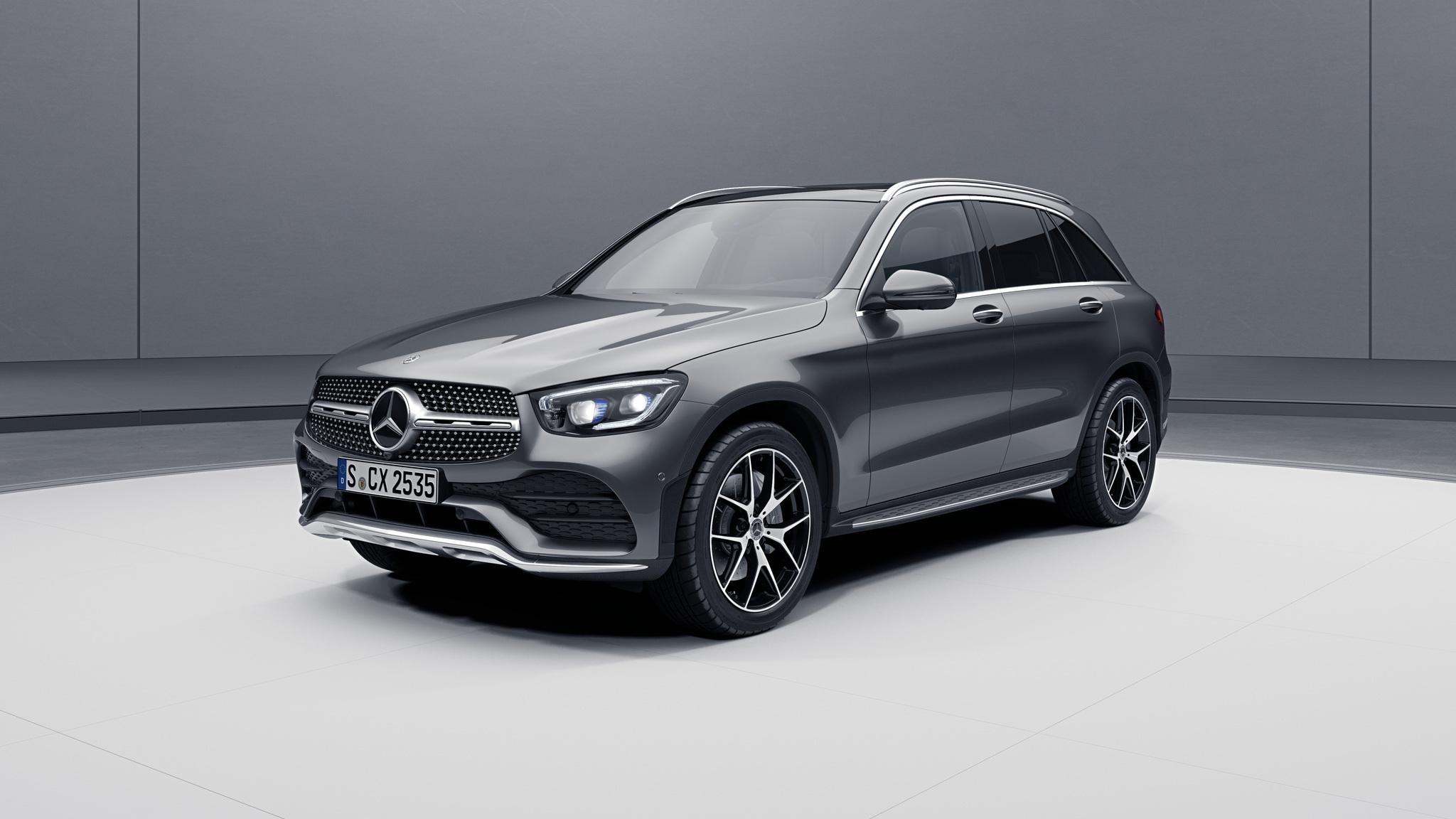 Vue de trois quarts de profil de la Mercedes GLC avec la peinture Métallisé - gris sélénite
