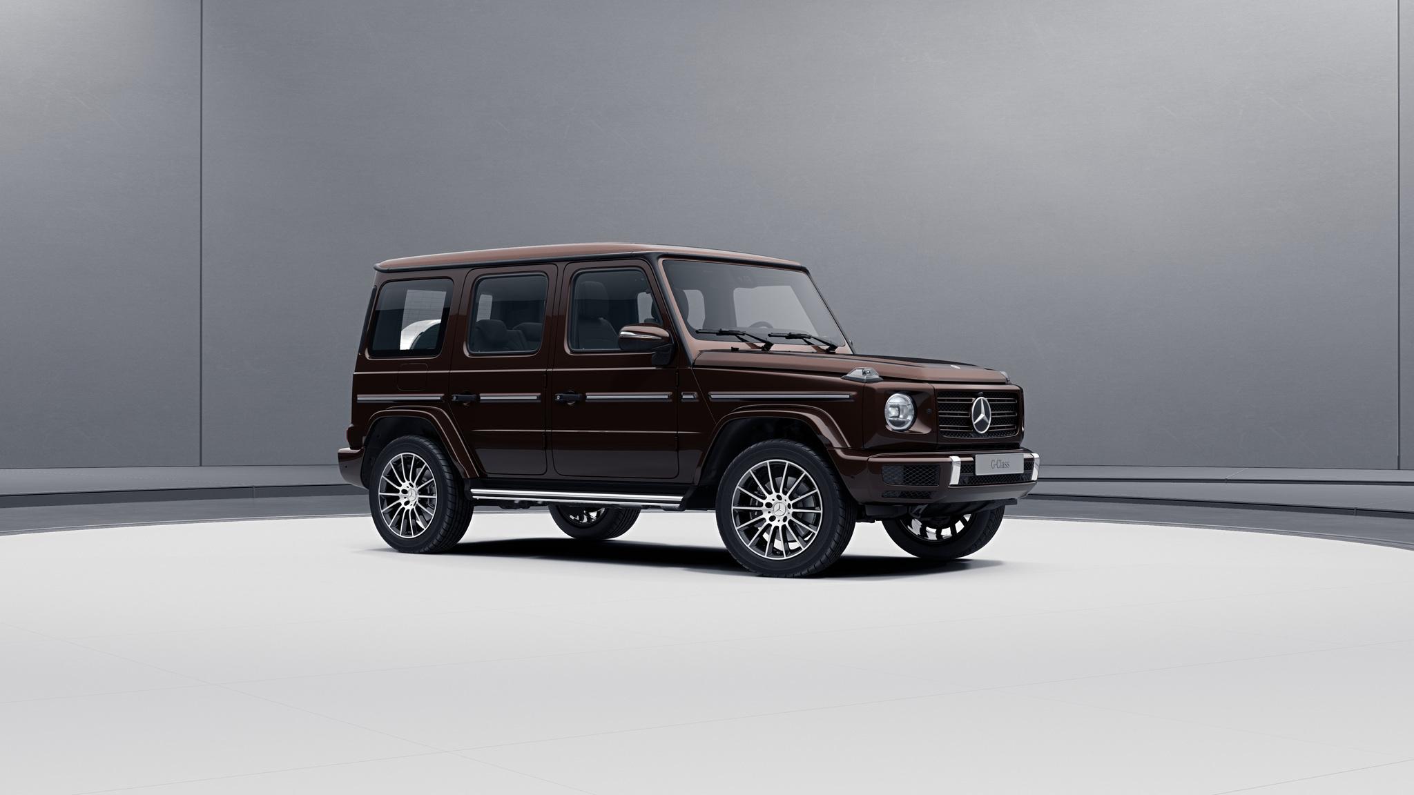 Vue de trois quarts de profil de la Mercedes-Benz classe G avec la peinture bright - marron mystique bright métallisé G manufaktur
