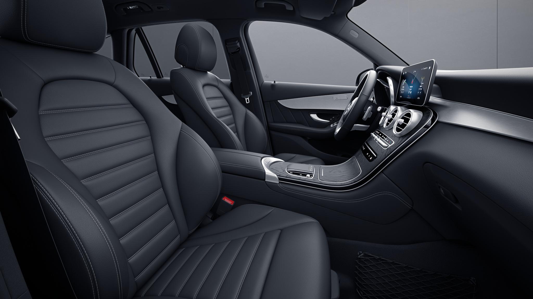 Habitacle de la Mercedes GLC avec une Sellerie cuir noir