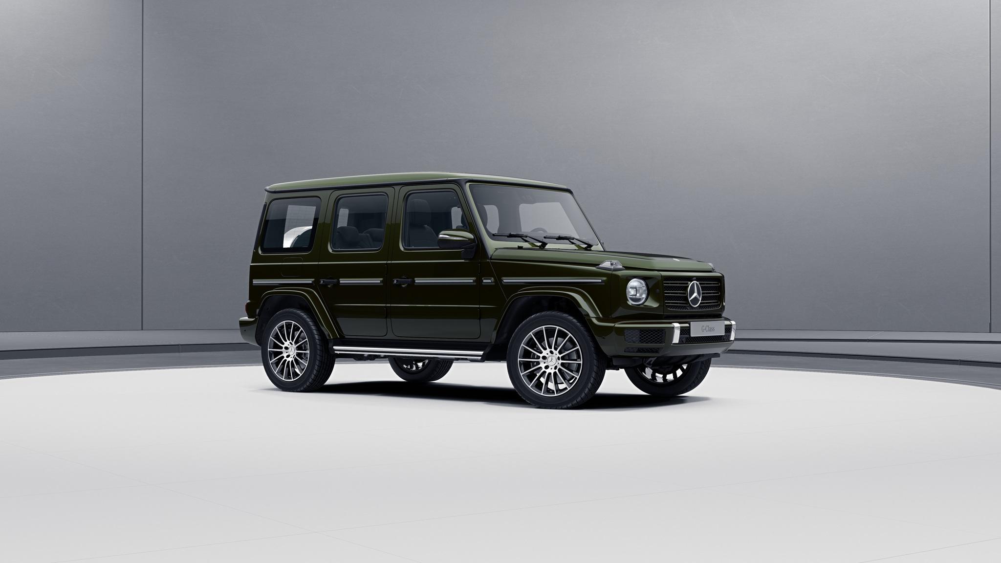 Vue de trois quarts de profil de la Mercedes-Benz classe G avec la peinture métallisé - Olive métallisé G manufaktur