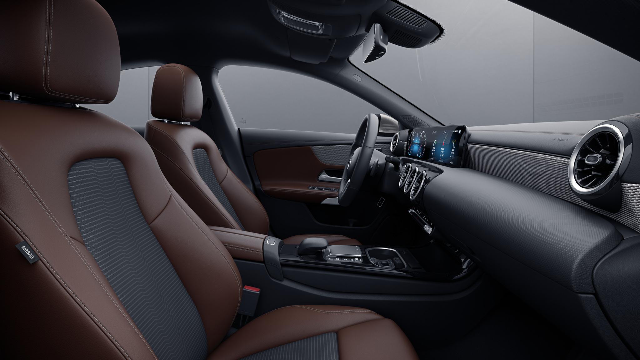 Habitacle de la Mercedes CLA avec une sellerie Similicuir ARTICO  tissu Fléron bicolore - noir marron bahia