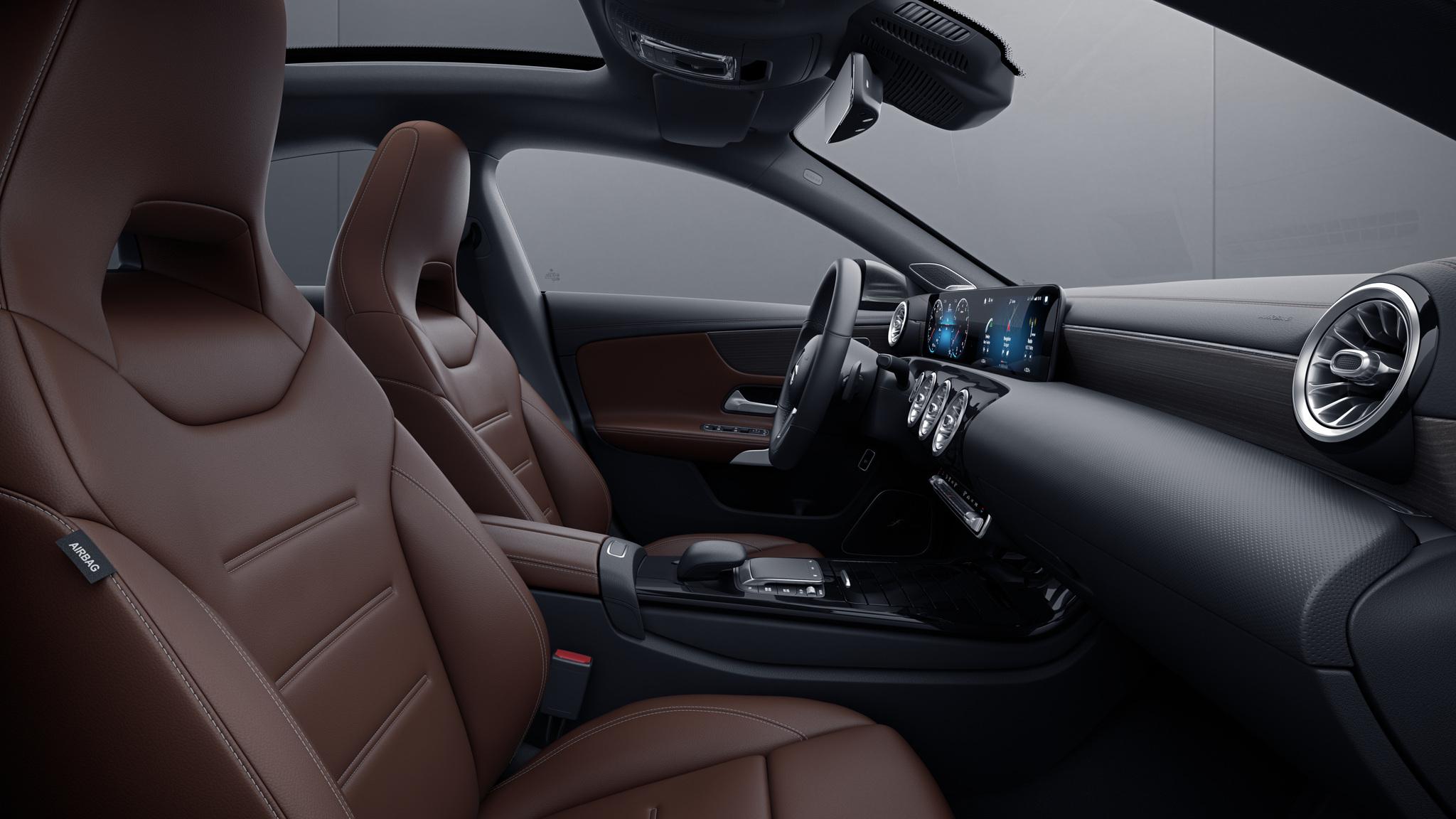 Habitacle de la Mercedes CLA avec une sellerie Cuir - marron bahia  noir