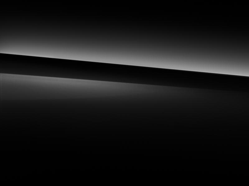 Vue de trois quarts de profil de la Mercedes GLC avec la peinture standard noir