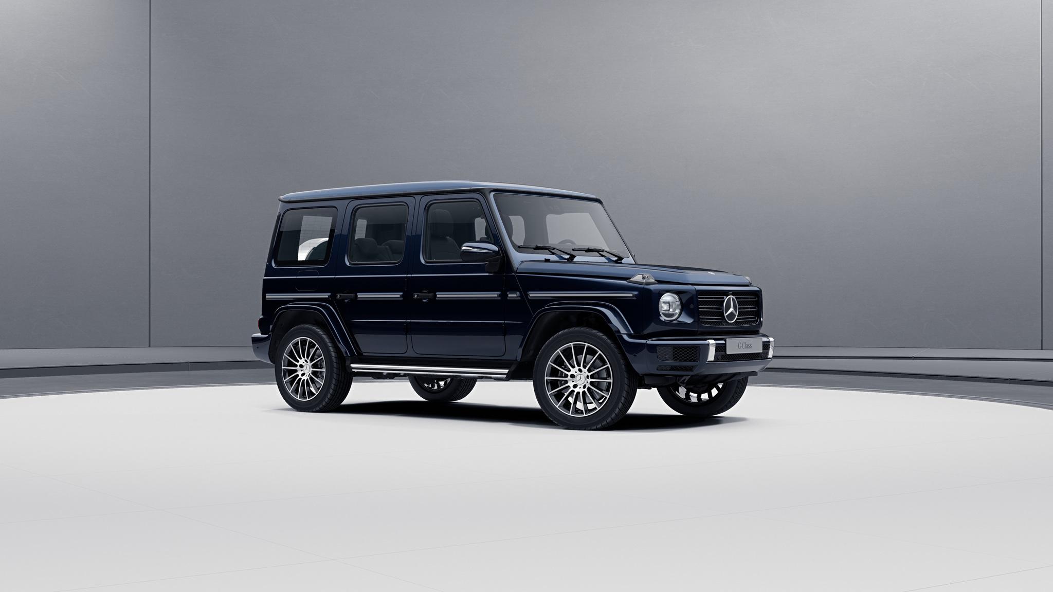 Vue de trois quarts de profil de la Mercedes-Benz Classe G avec la peinture Métallisé - bleu cavansite