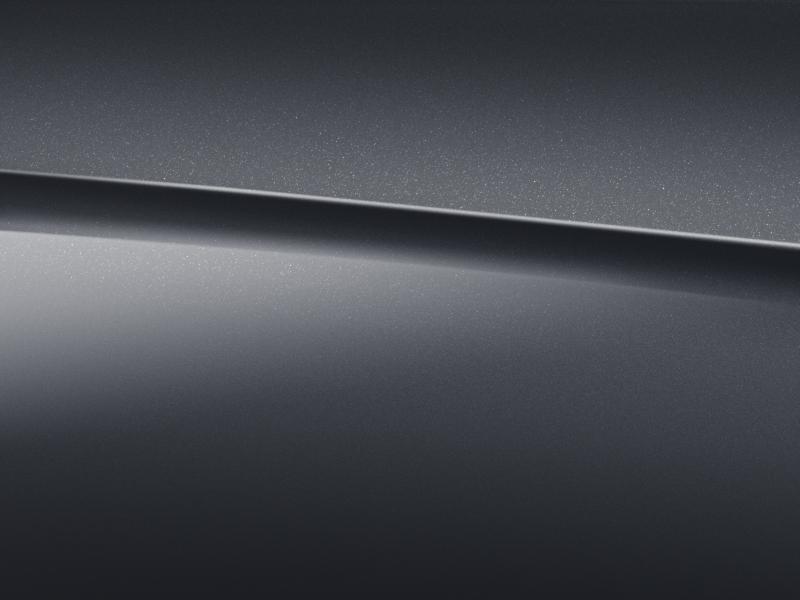 Vue de trois quarts de profil de la Mercedes GLC avec la peinture Métallisé -  gris graphite