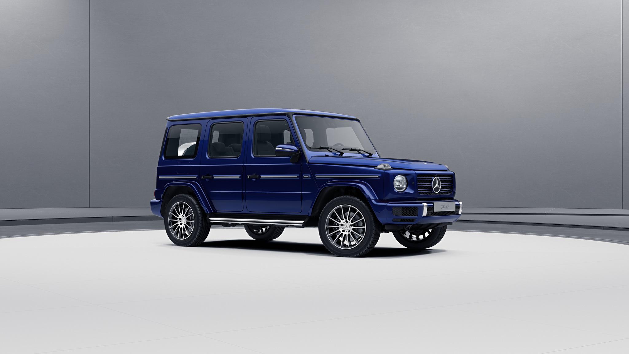 Vue de trois quarts de profil de la Mercedes-Benz classe G avec la peinture bright - bleu mystique bright métallisé G manufaktur