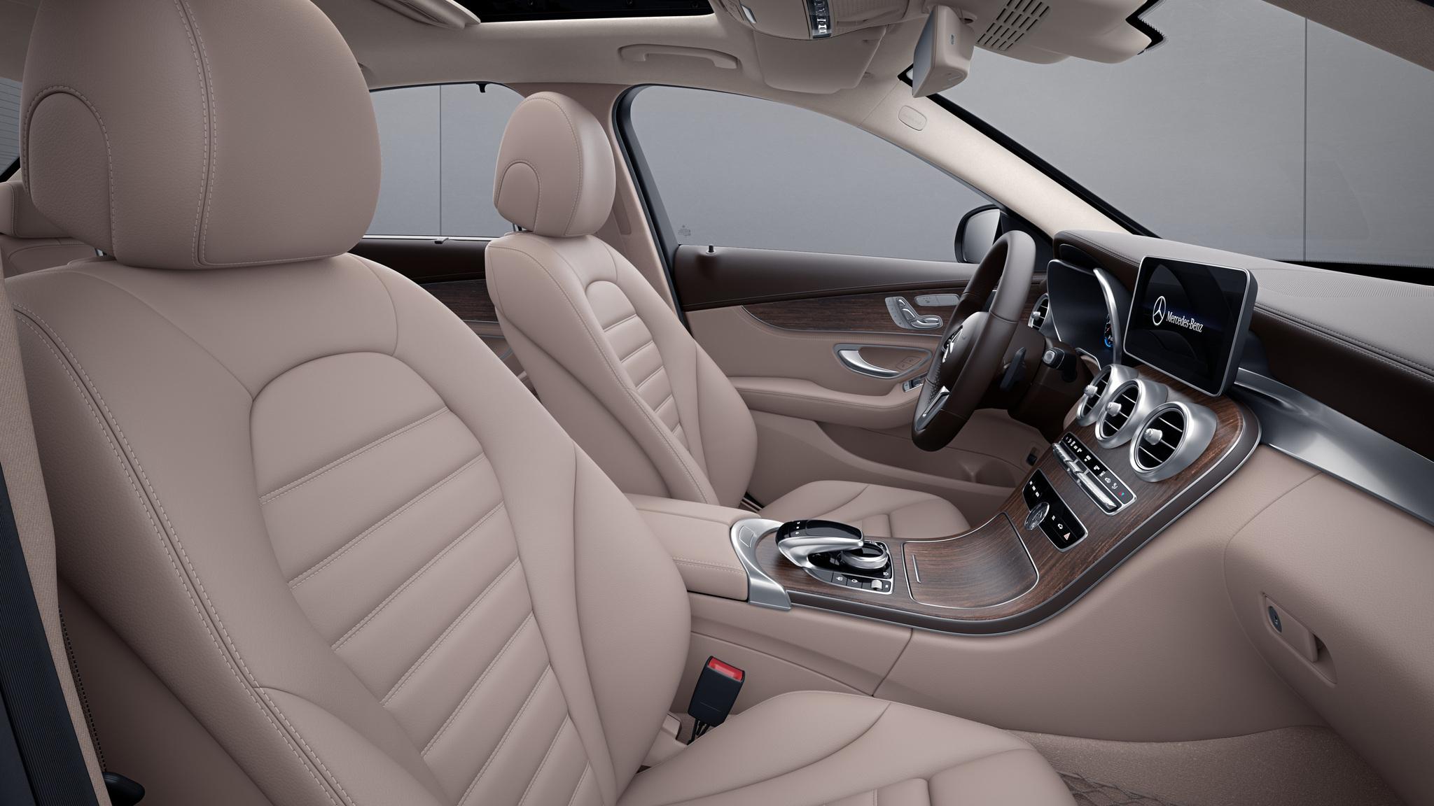Habitacle de la Mercedes Classe C Berline avec une Sellerie Cuir - beige soie naturelle  marron expresso
