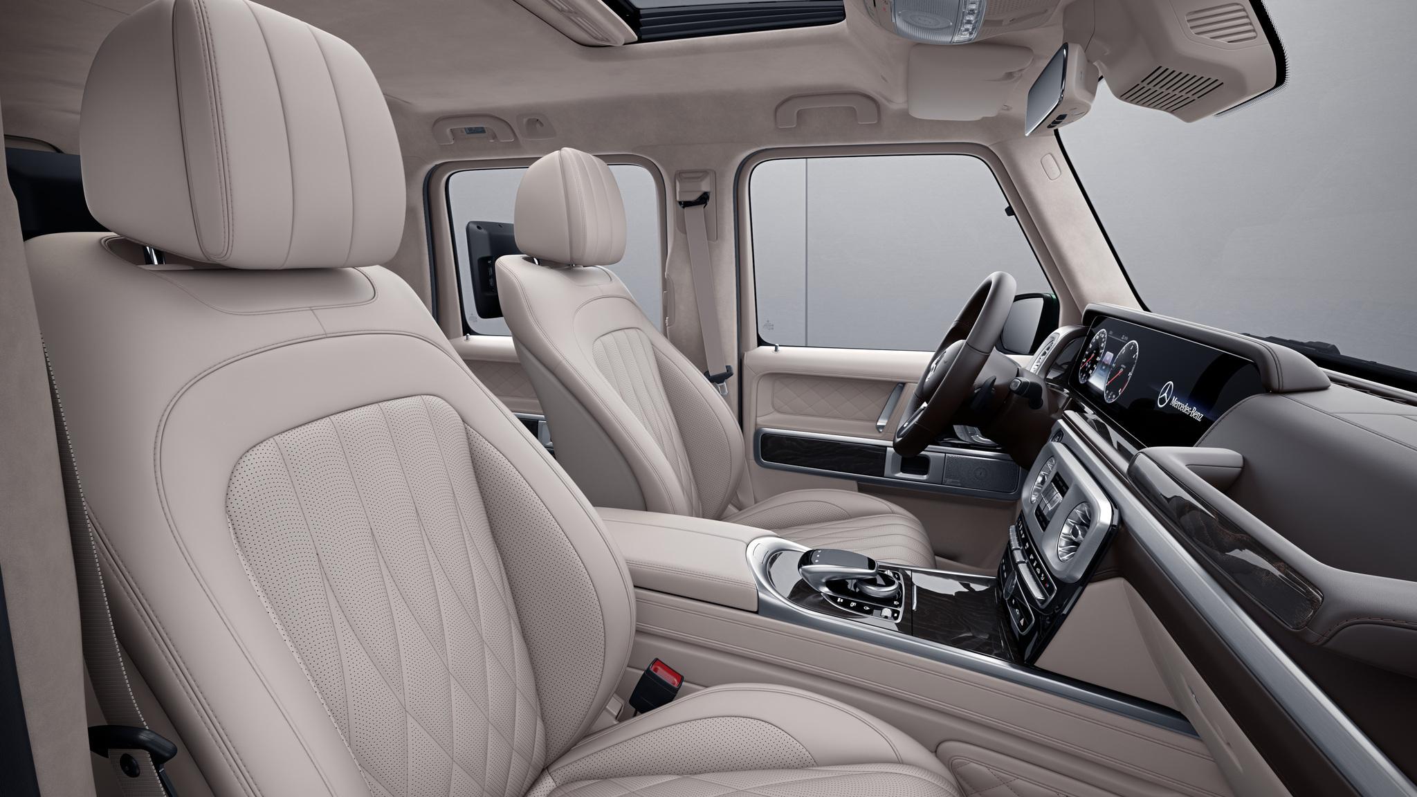 Habitacle de la Mercedes Classe G avec une Sellerie cuir nappa bicolore - Beige macchiato marron expresso