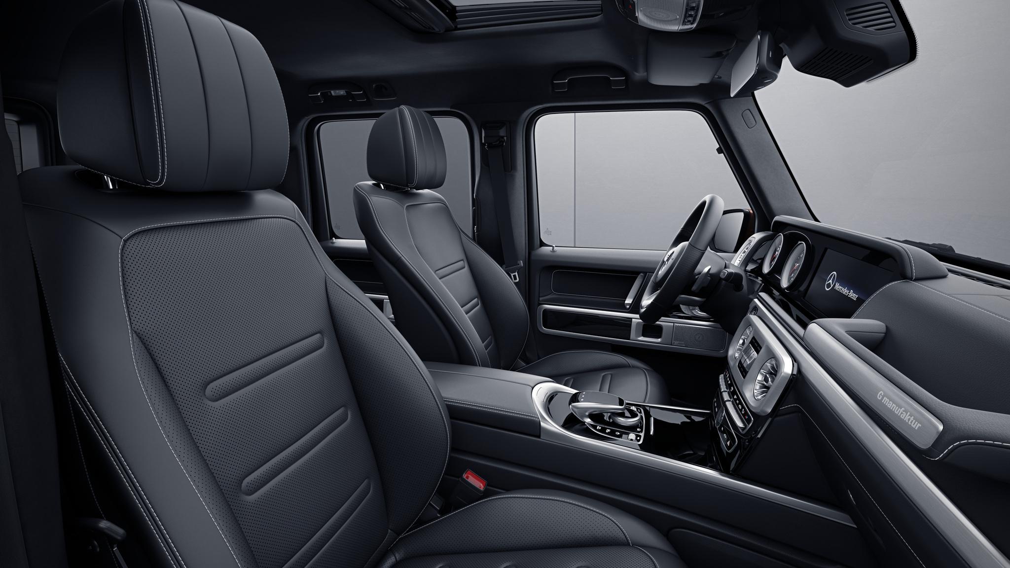 Habitacle de la Mercedes Classe G avec une Sellerie Cuir Nappa G manufaktur - Noir avec surpiqure contrastée blanche
