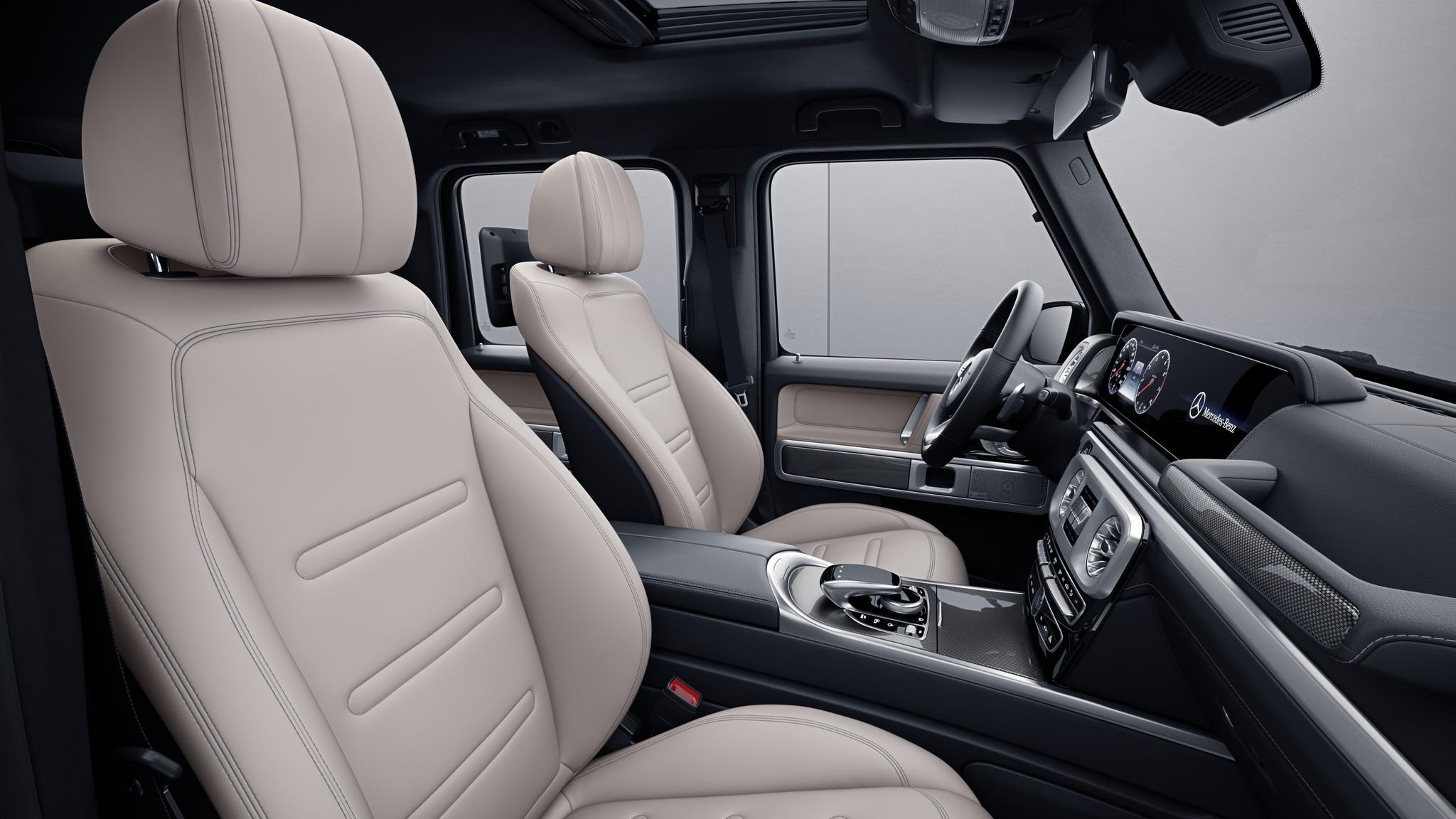 Habitacle de la Mercedes Classe G avec une Sellerie cuir nappa bicolore - beige macchiato noir