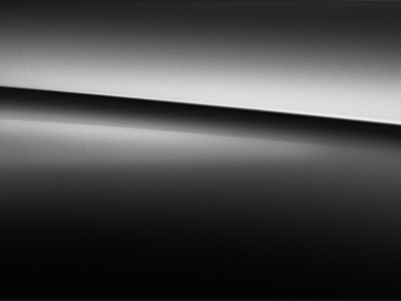 Vue de trois quarts de profil de la Mercedes GLS avec la peinture Métallisé noir obsidienne