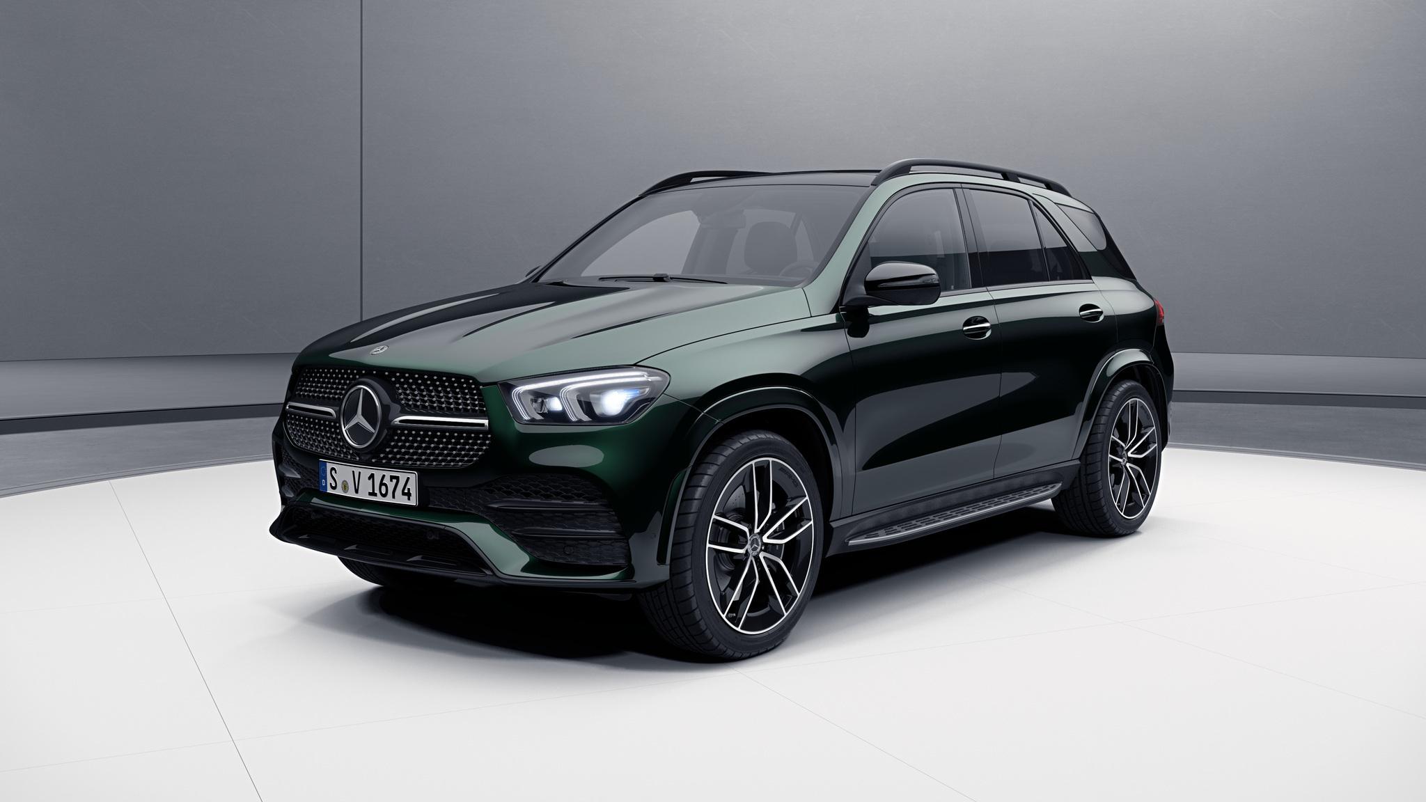 Vue de trois quarts de profil de la Mercedes GLE avec la peinture Métallisé - vert émeraude