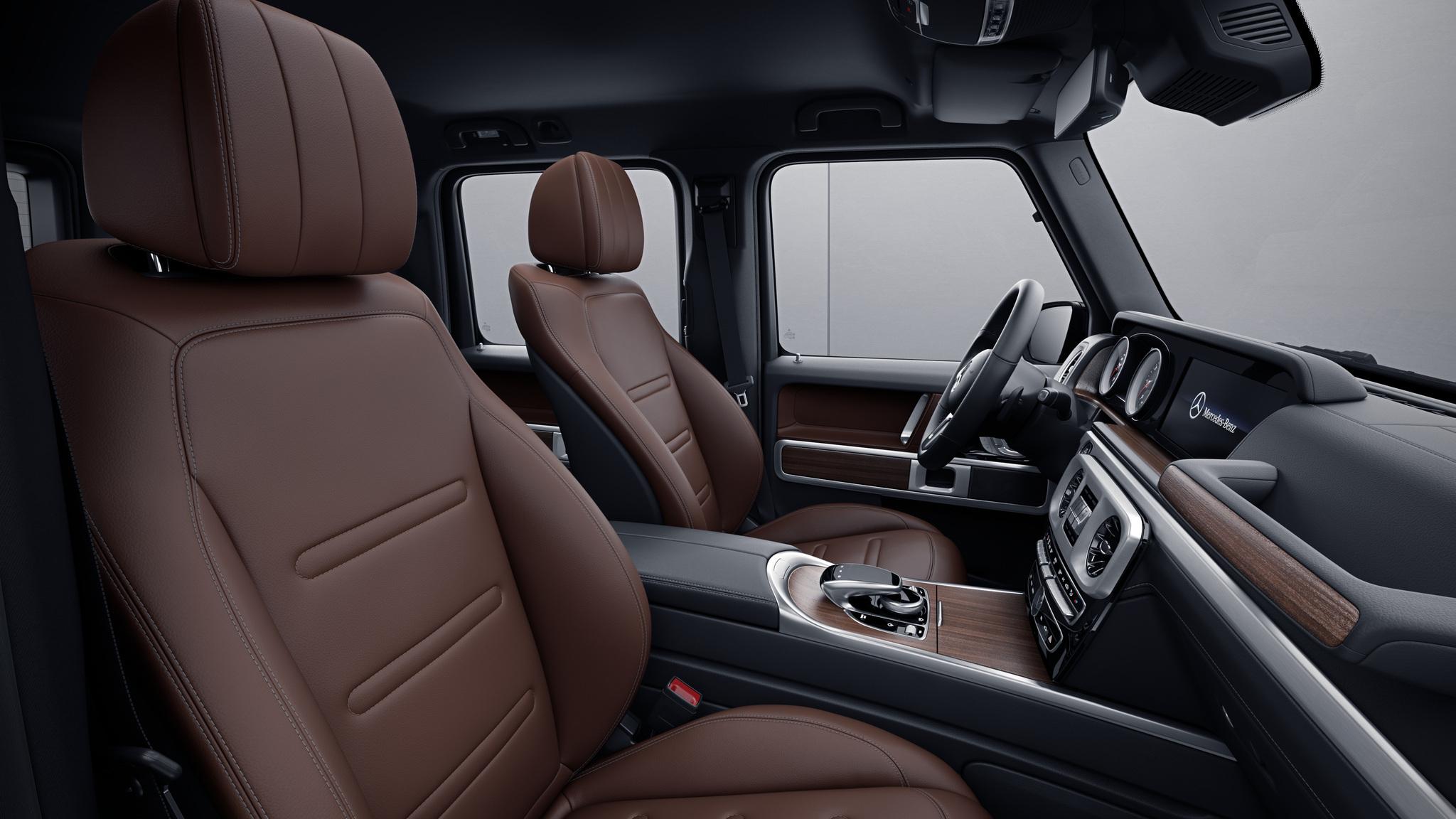 Habitacle de la Mercedes Classe G avec une Sellerie cuir bicolore - marron noix noir