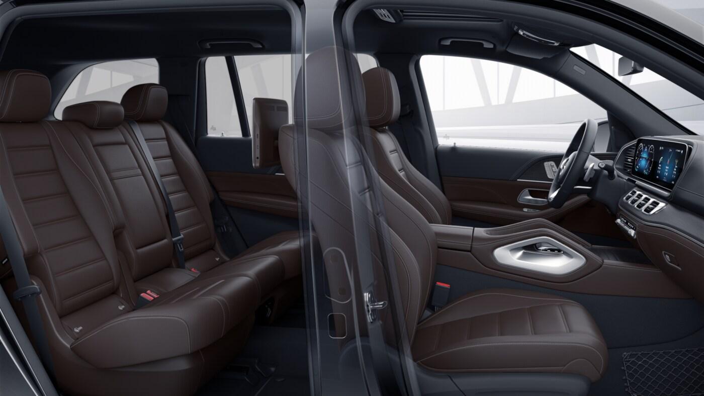 Habitacle avant et arrière de la Mercedes GLS, Finition AMG Line avec une couleur marron foncée
