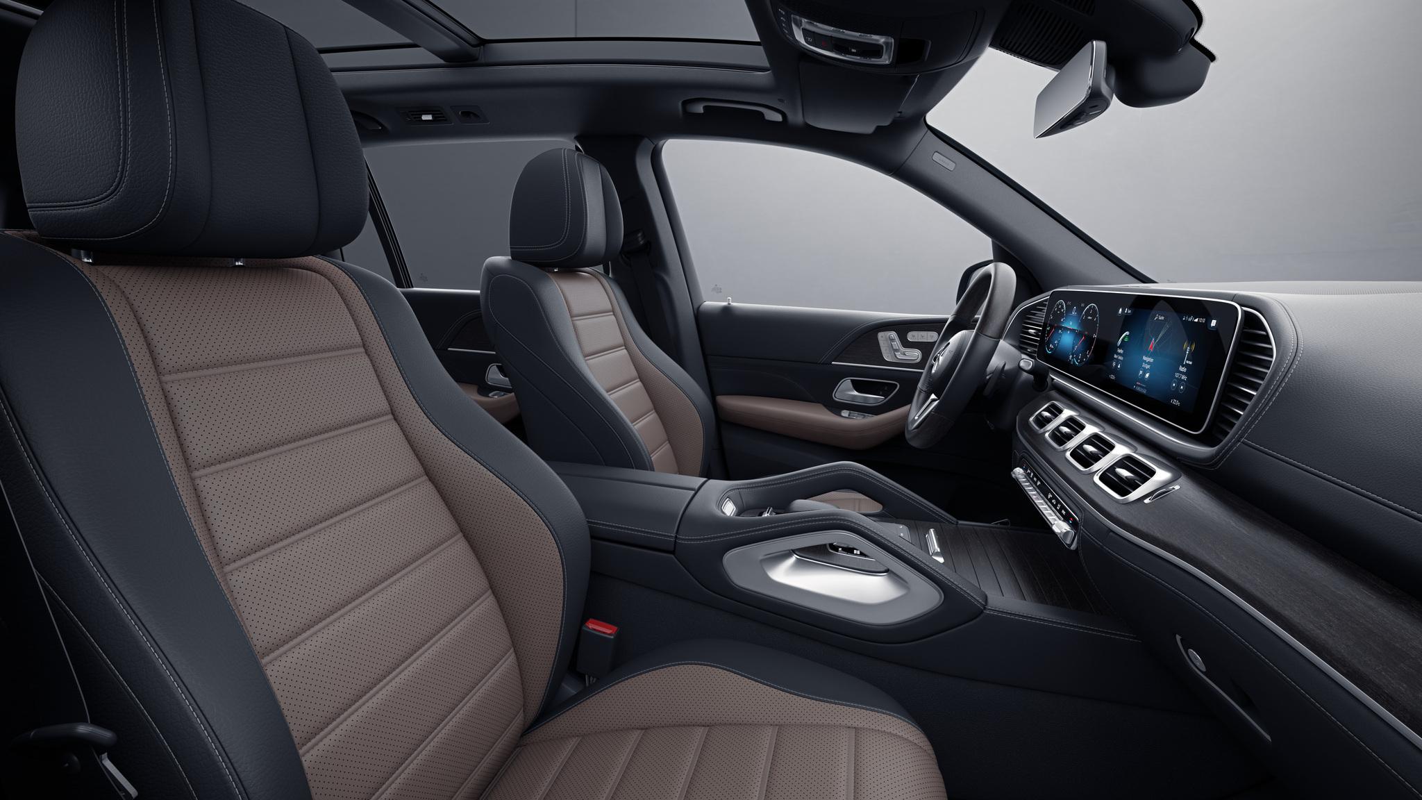 Habitacle de la Mercedes GLS avec une Sellerie cuir Rough cuir bicolore - marron tartuffe noir