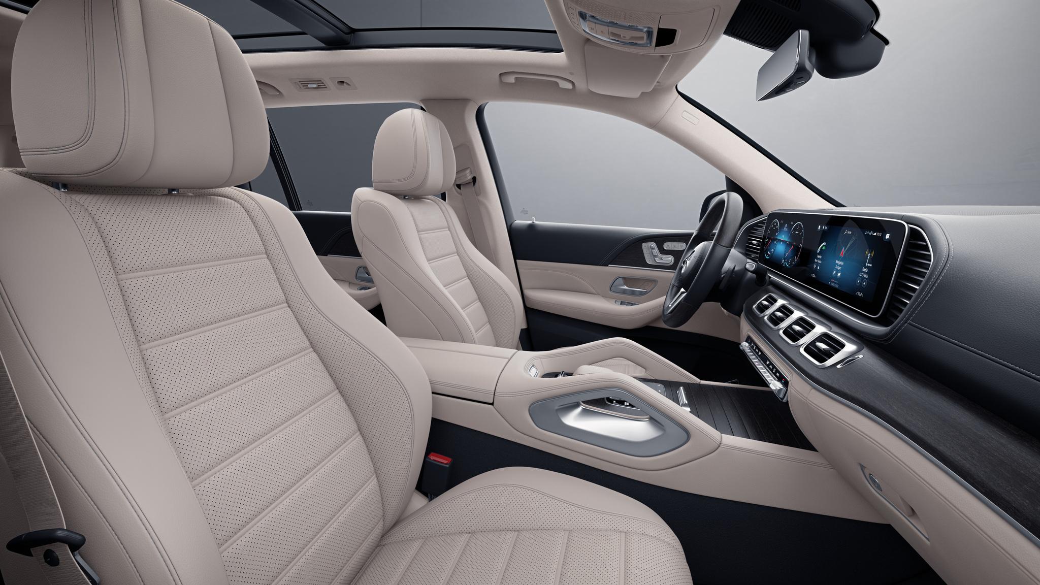 Habitacle de la Mercedes GLS avec une Sellerie cuir beige macchiato noir