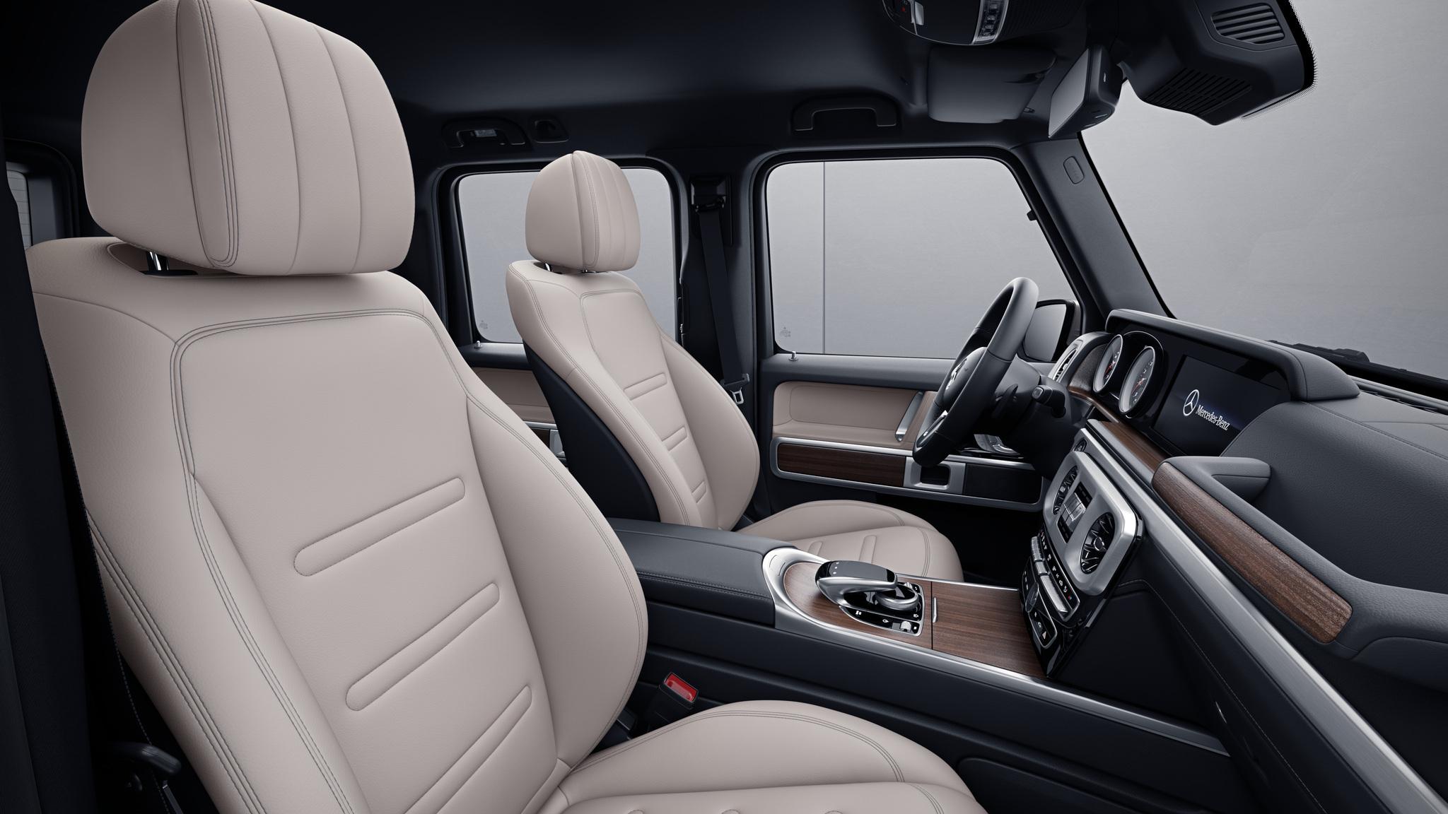Habitacle de la Mercedes Classe G avec une Sellerie cuir bicolore - beige macchiato noir