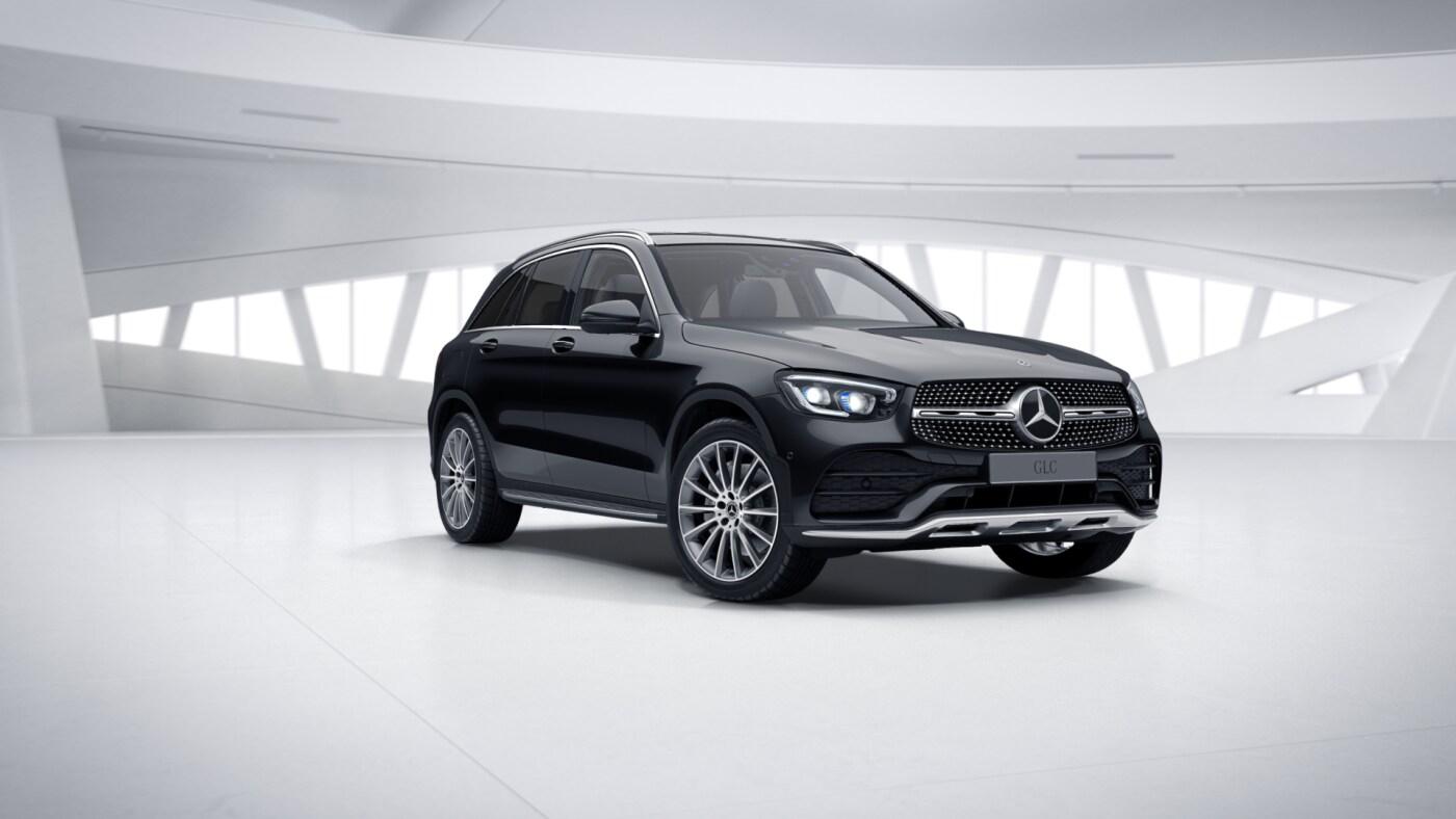 Mercedes Benz GLC Noir Finition 4 Matic AMG Line Plus : Vue de trois quarts de profil à l'arrêt