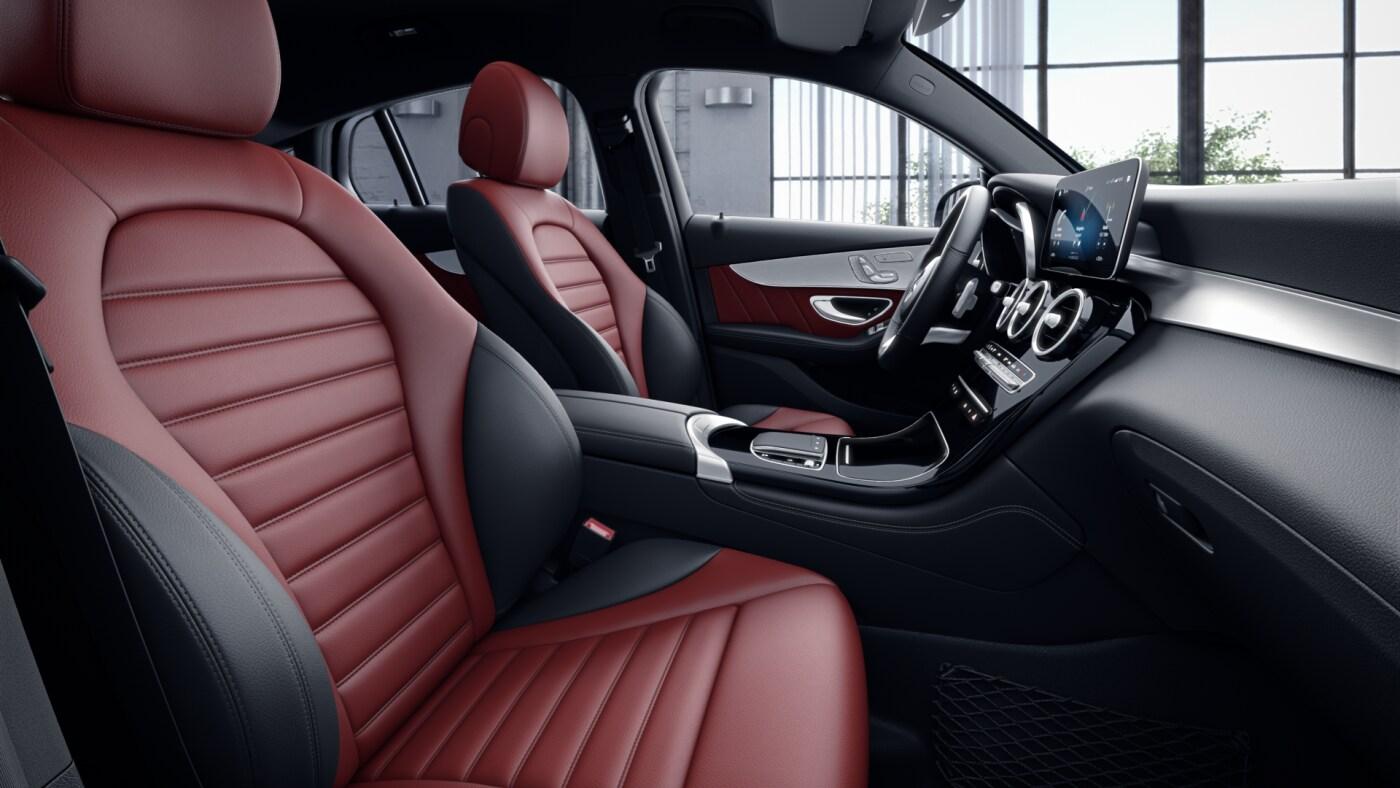 Habitacle noir et rouge de la Mercedes GLC Coupé - Finition AMG Line