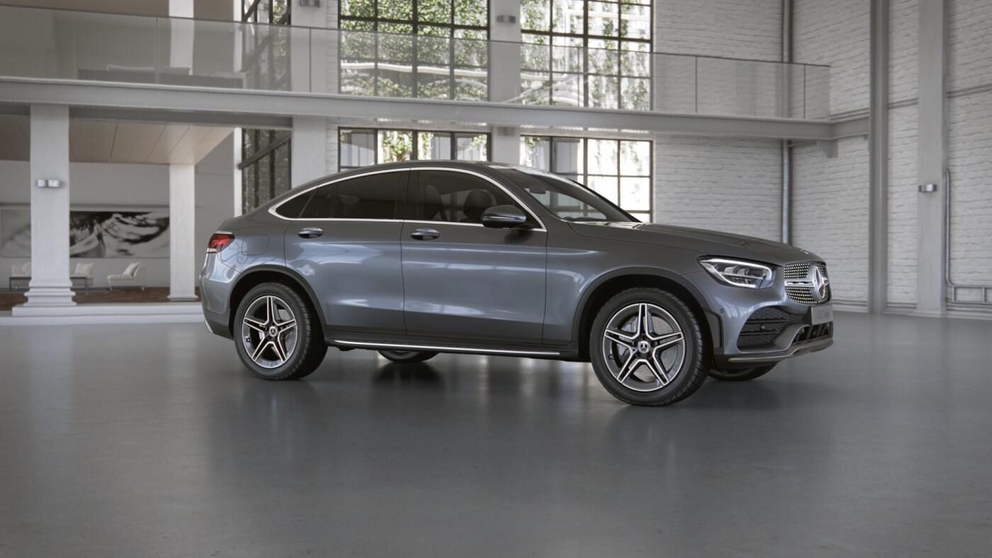 Mercedes Benz GLC Coupé grise Finition AMG Line - Vue de trois quarts de profil à l'arrêt