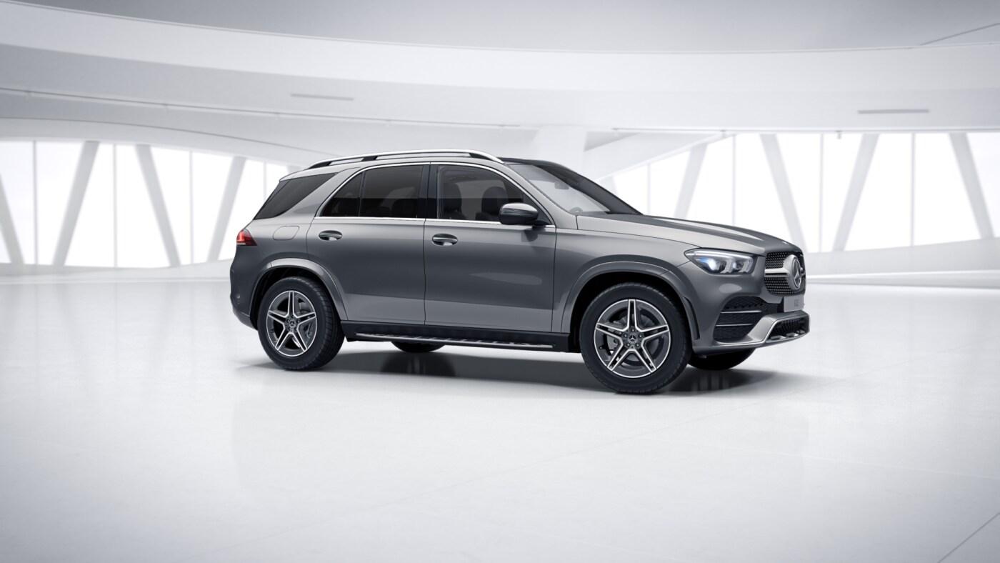 Mercedes Benz GLE Grise, Finition AMG Line, Vue de trois quarts de profil à l'arrêt