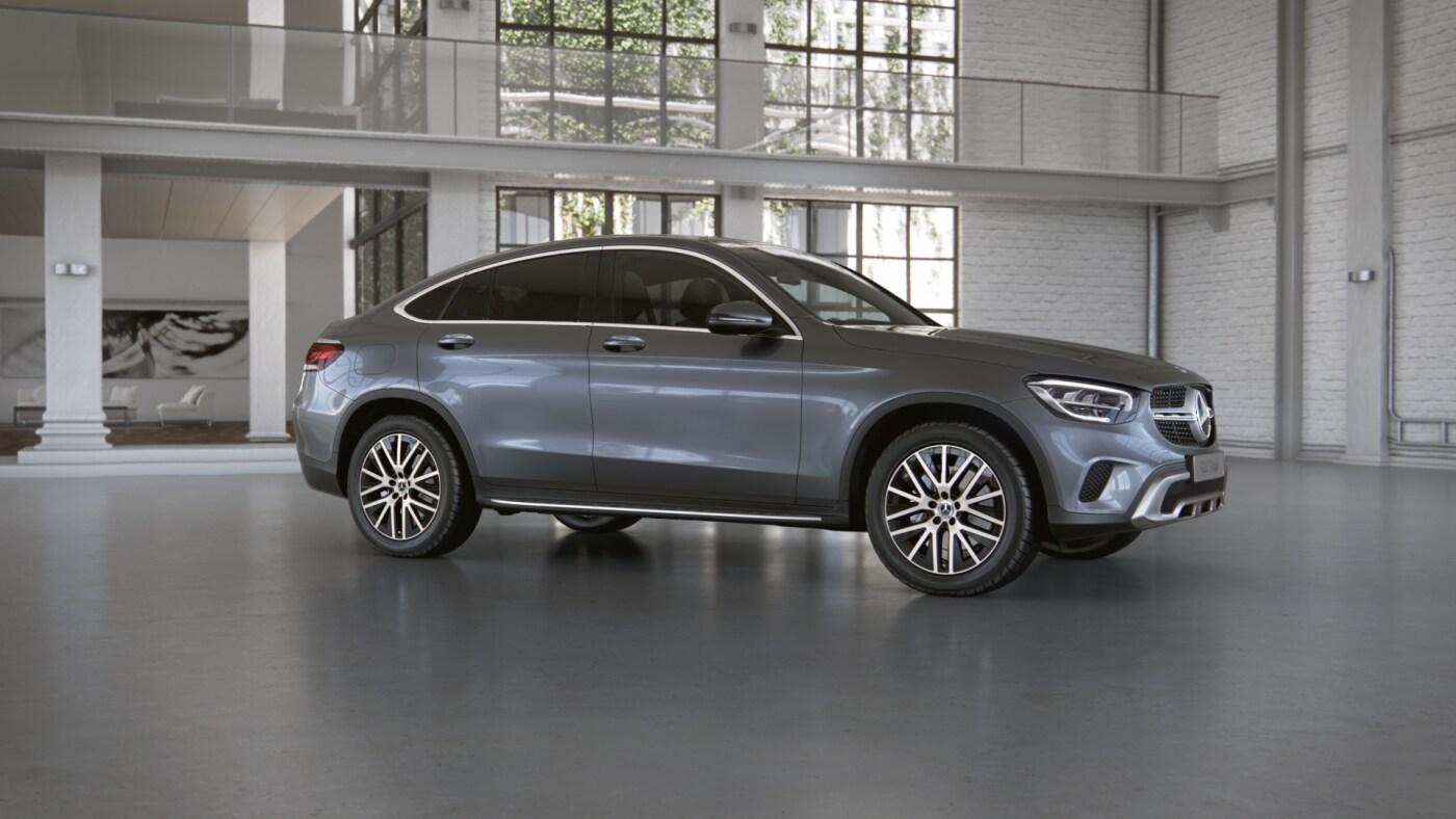 Mercedes Benz GLC Coupé grise Finition Avantgarde : Vue de trois quarts de profil à l'arrêt