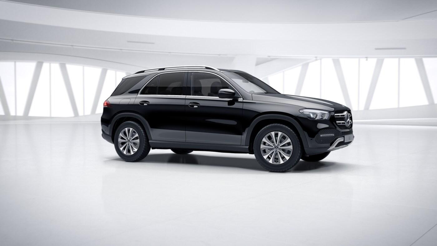 Mercedes Benz GLE Finition Avantgarde Noir : Vue de trois quarts de profil à l'arrêt