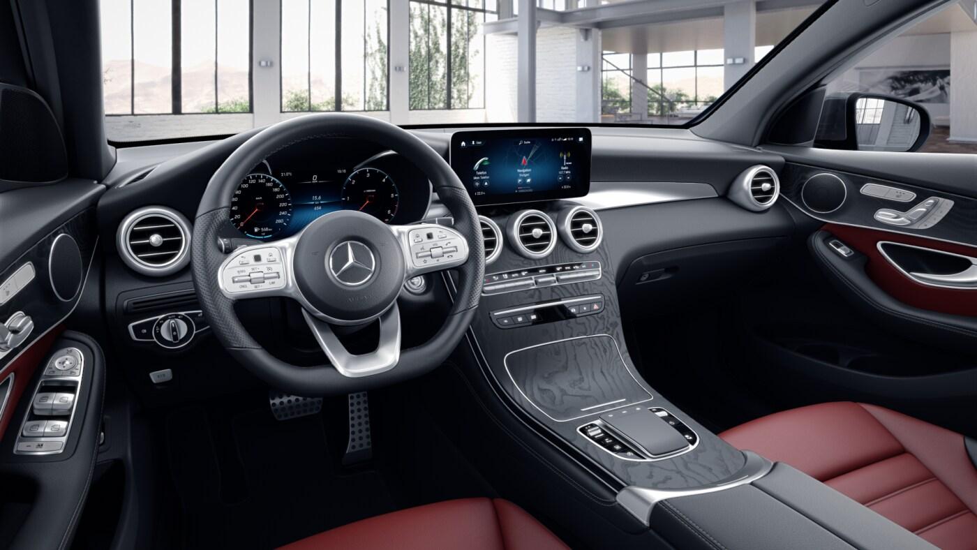 Poste de conduite de la Mercedes GLC Coupé AMG Line Plus avec vue sur l'écran tactile, Sellerie et Console centrale