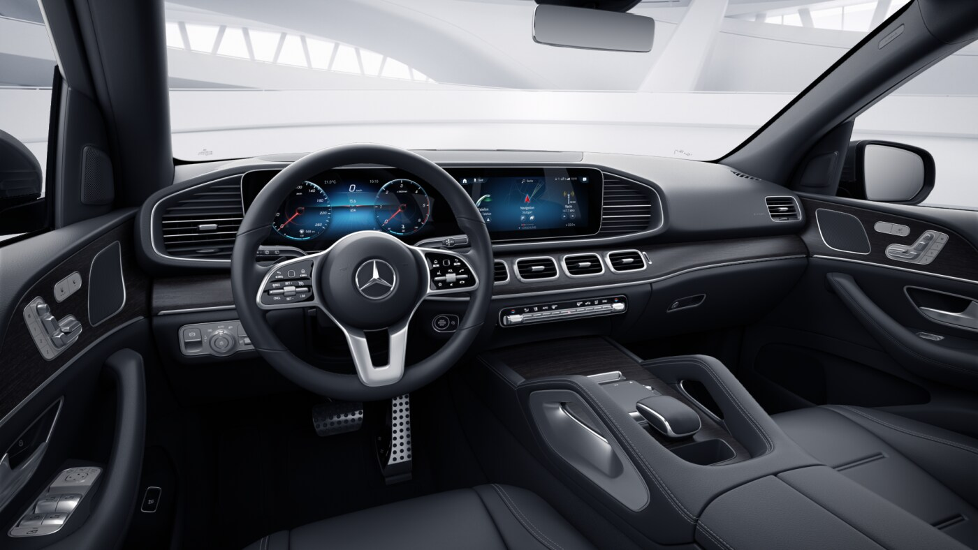 Poste de conduite de la Mercedes GLE AMG Line avec vue sur l'écran tactile, sellerie et console centrale