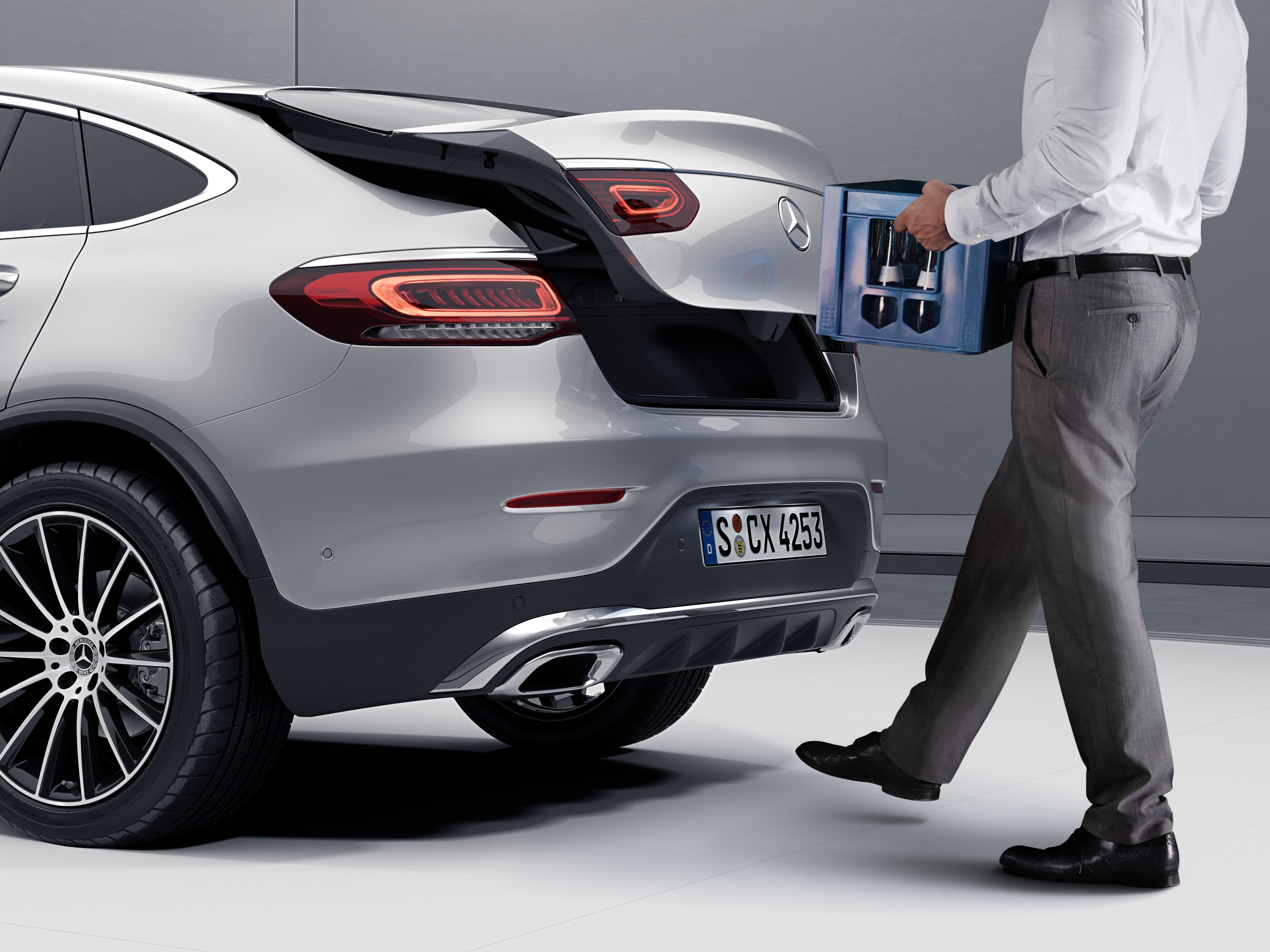 Ouverture automatique du coffre de la Mercedes GLC Coupé - Finition AMG Line Plus grâce aux détecteur de mouvements de pieds