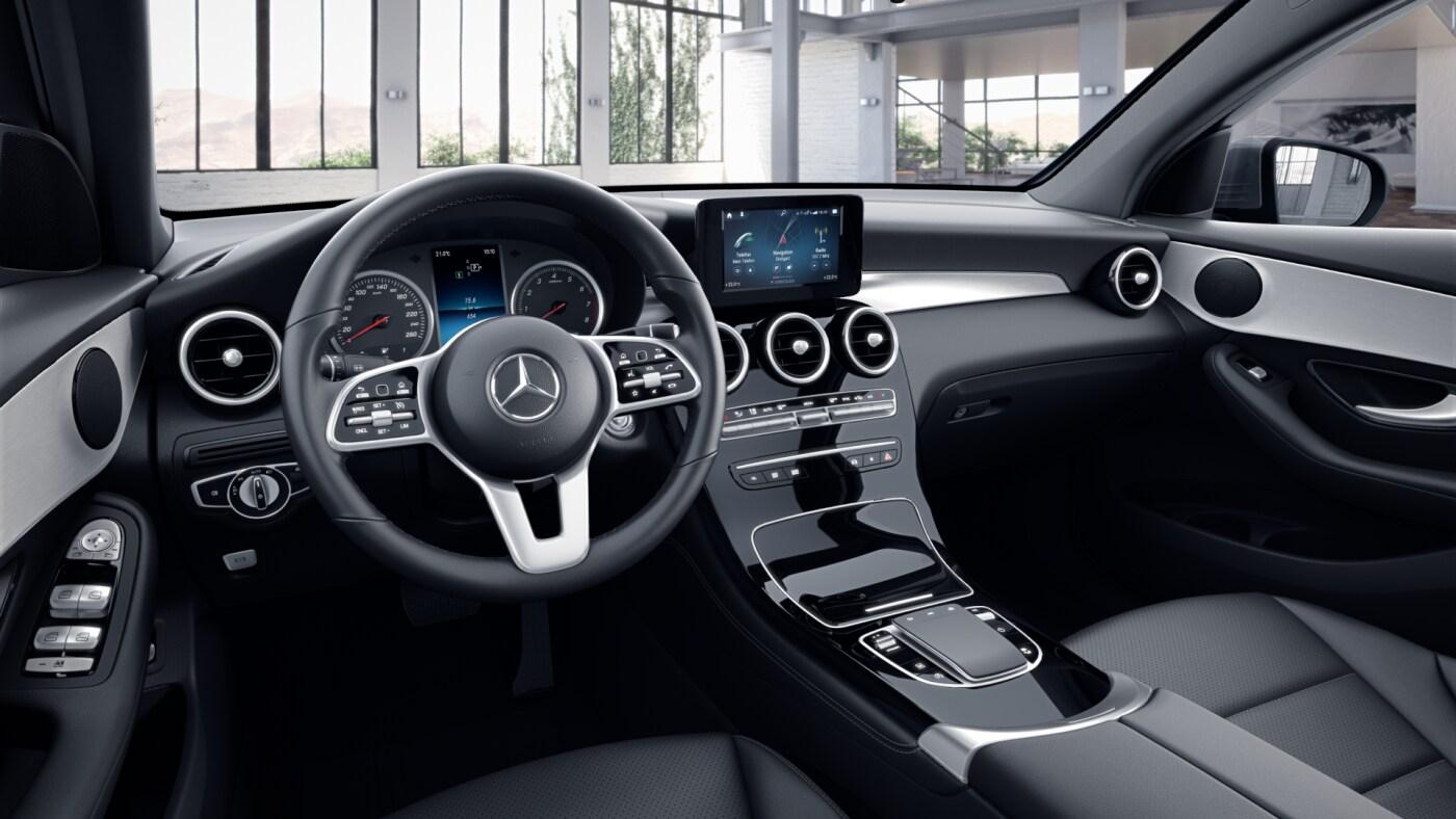 Poste de conduite de la Mercedes GLC Coupé Avantgarde avec vue sur l'écran tactile, sellerie et la console centrale