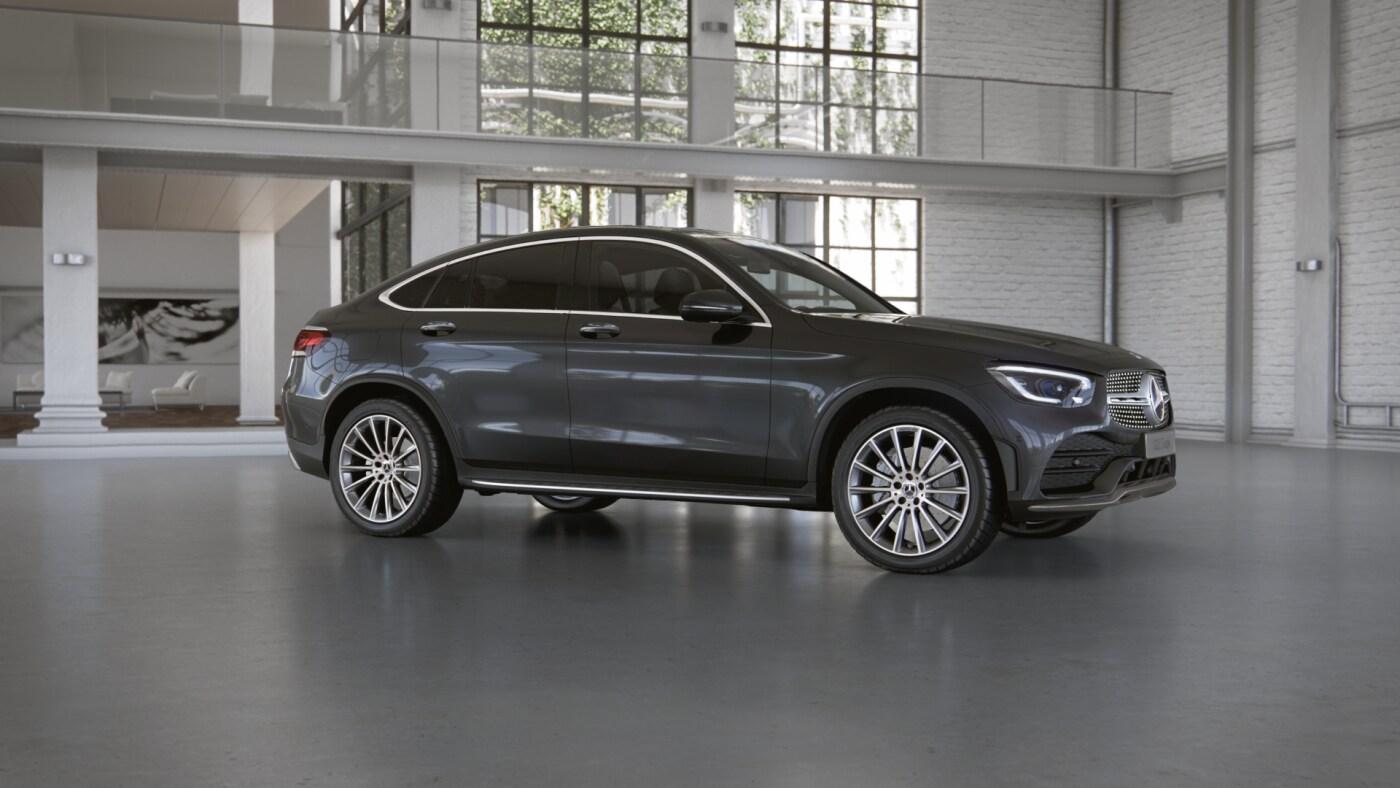 Mercedes Benz GLC Coupé grise foncée Finition AMG Line Plus - Vue de trois quarts de profil à l'arrêt