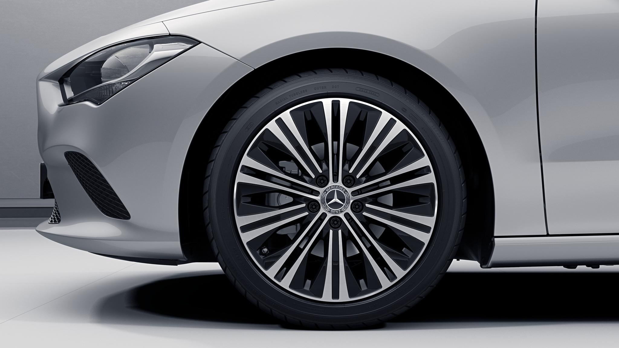 """Jantes 18"""" à 10 doubles branches de la Mercedes-Benz CLA"""