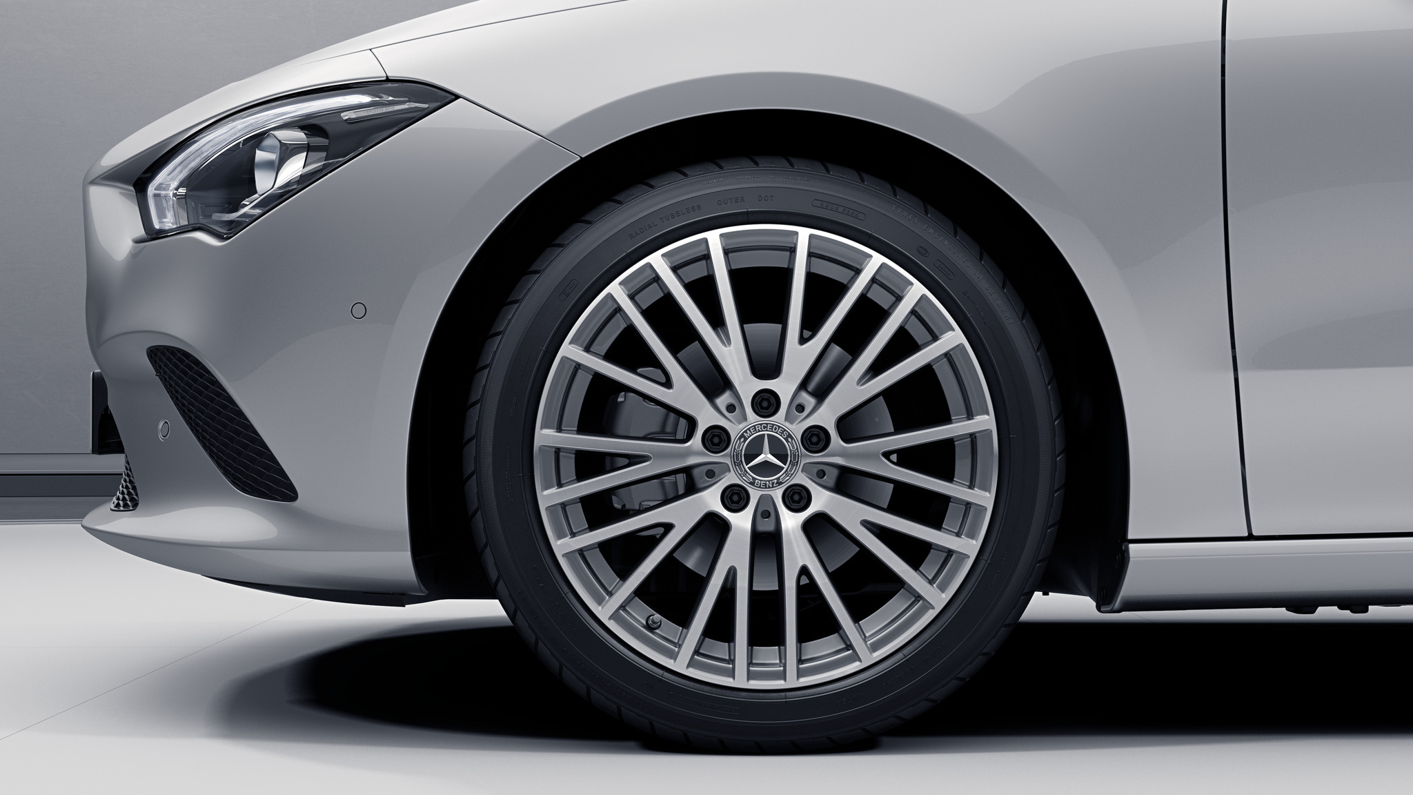 Jantes 18 multibranches de la Mercedes-Benz CLA