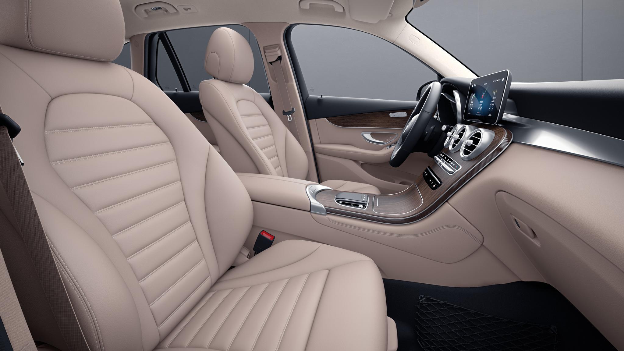 Habitacle de la Mercedes GLC Coupé avec une Sellerie cuir - beige soie naturelle noir