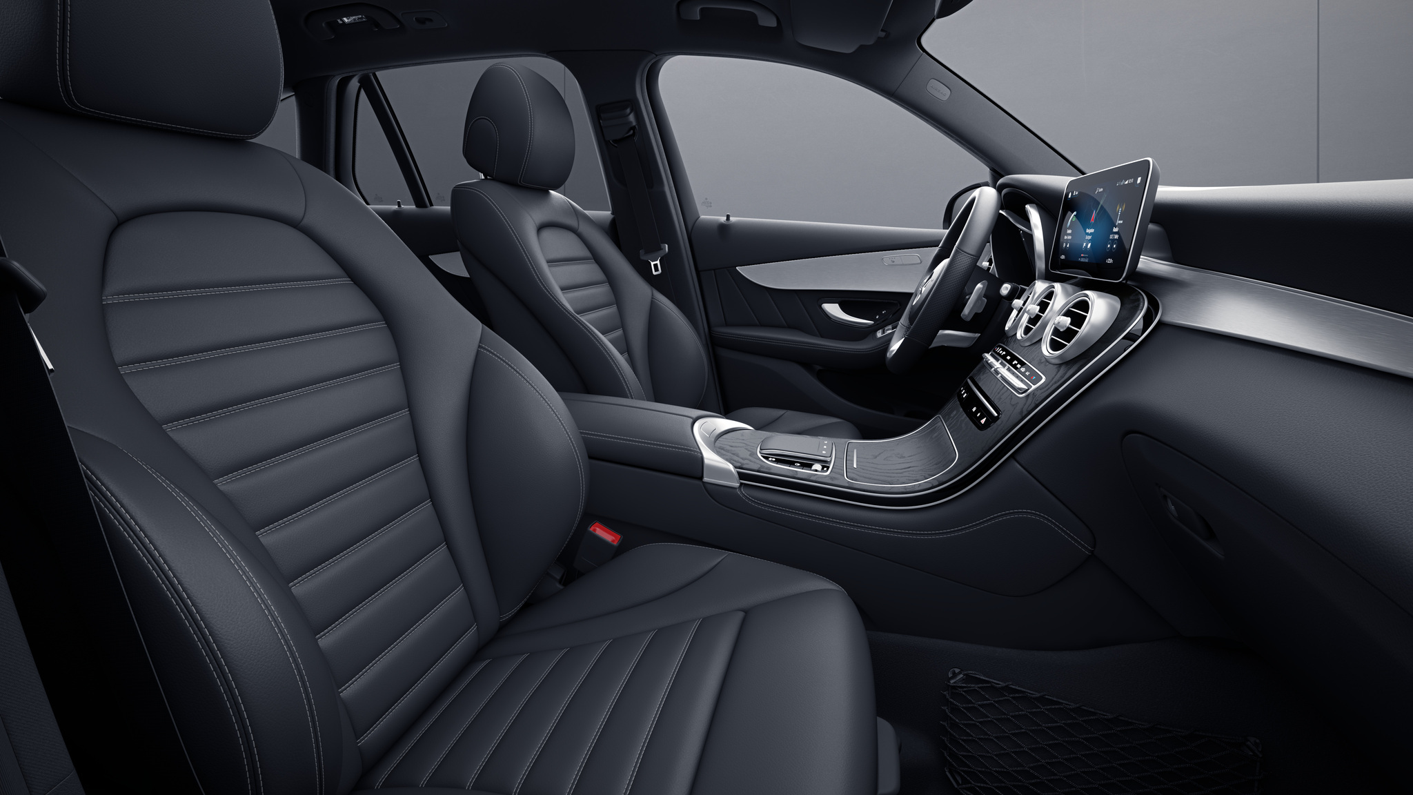 Habitacle de la Mercedes GLC Coupé avec une Sellerie cuir noir