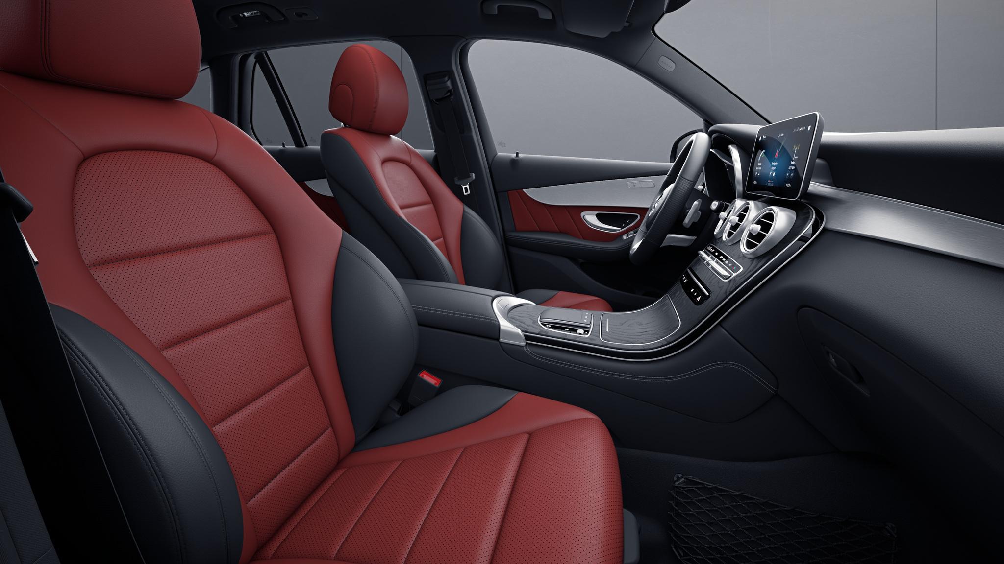 Habitacle de la Mercedes GLC Coupé avec une Sellerie Similicuir Artico Bicolore - rouge craneberry noir
