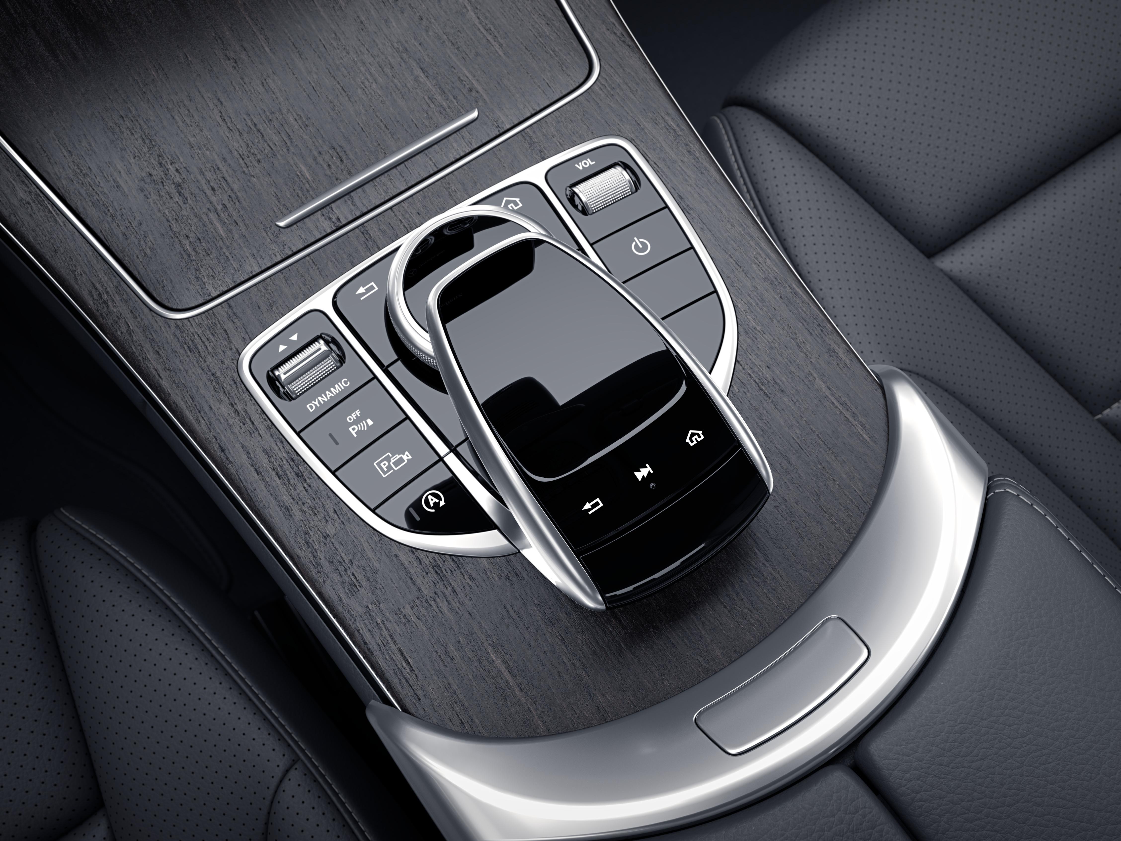 Bas de la console centrale de la Mercedes-Benz Classe C Berline
