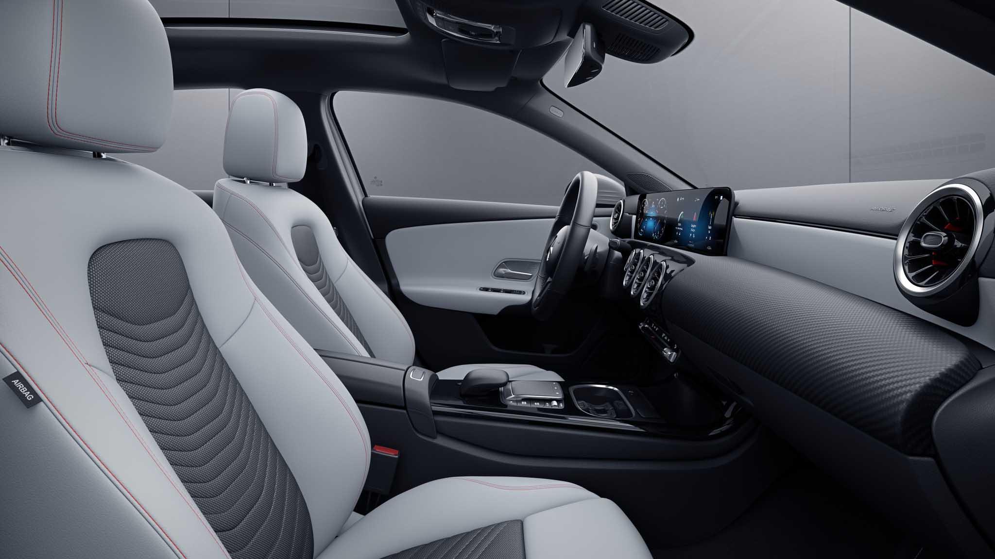 Habitacle de la Mercedes Classe A avec une Sellerie Similicuir Tissu Noir-Gris Neva