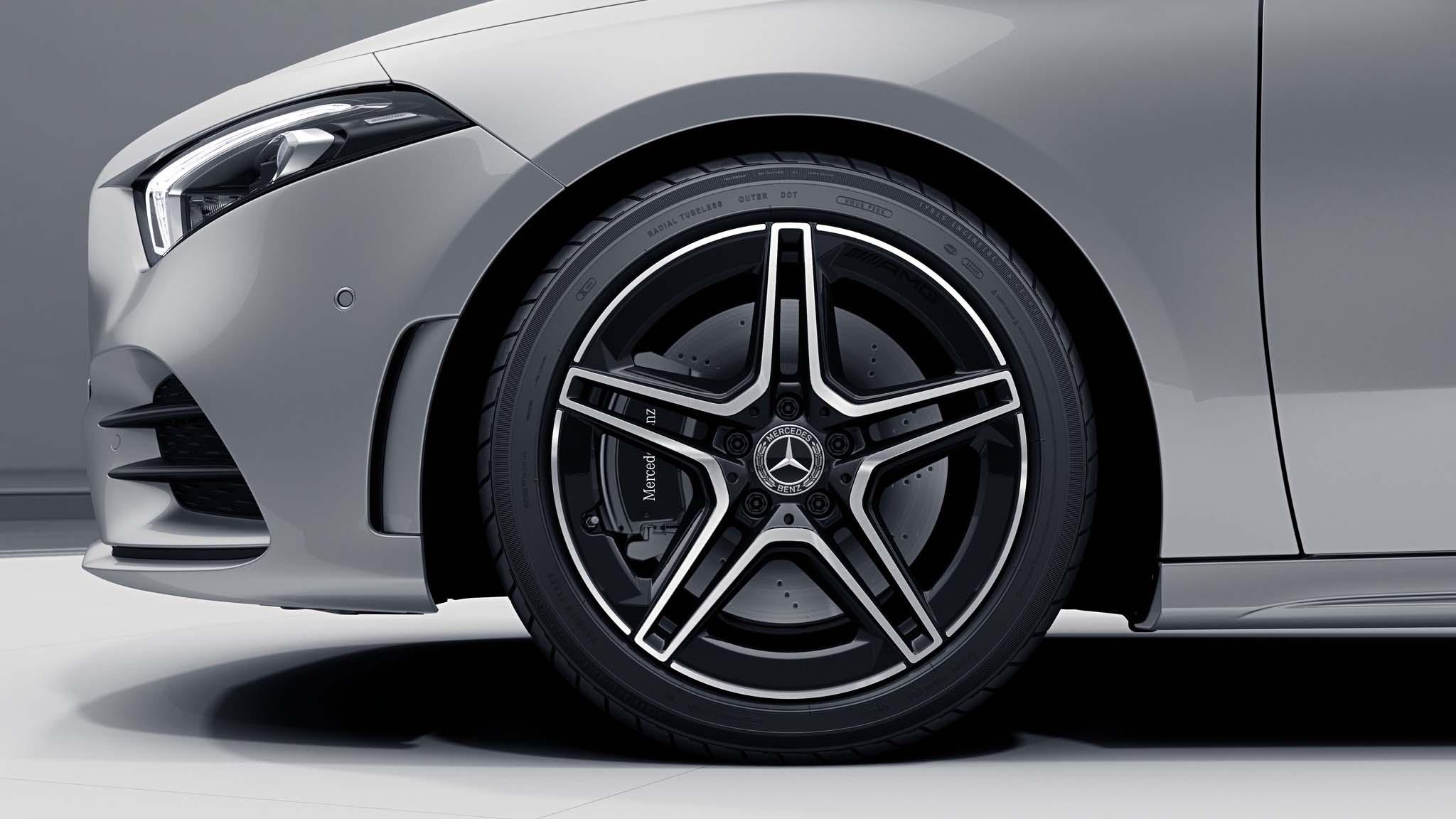 """Jantes AMG 18"""" à 5 doubles branches noires de la Mercedes-Benz Classe A"""