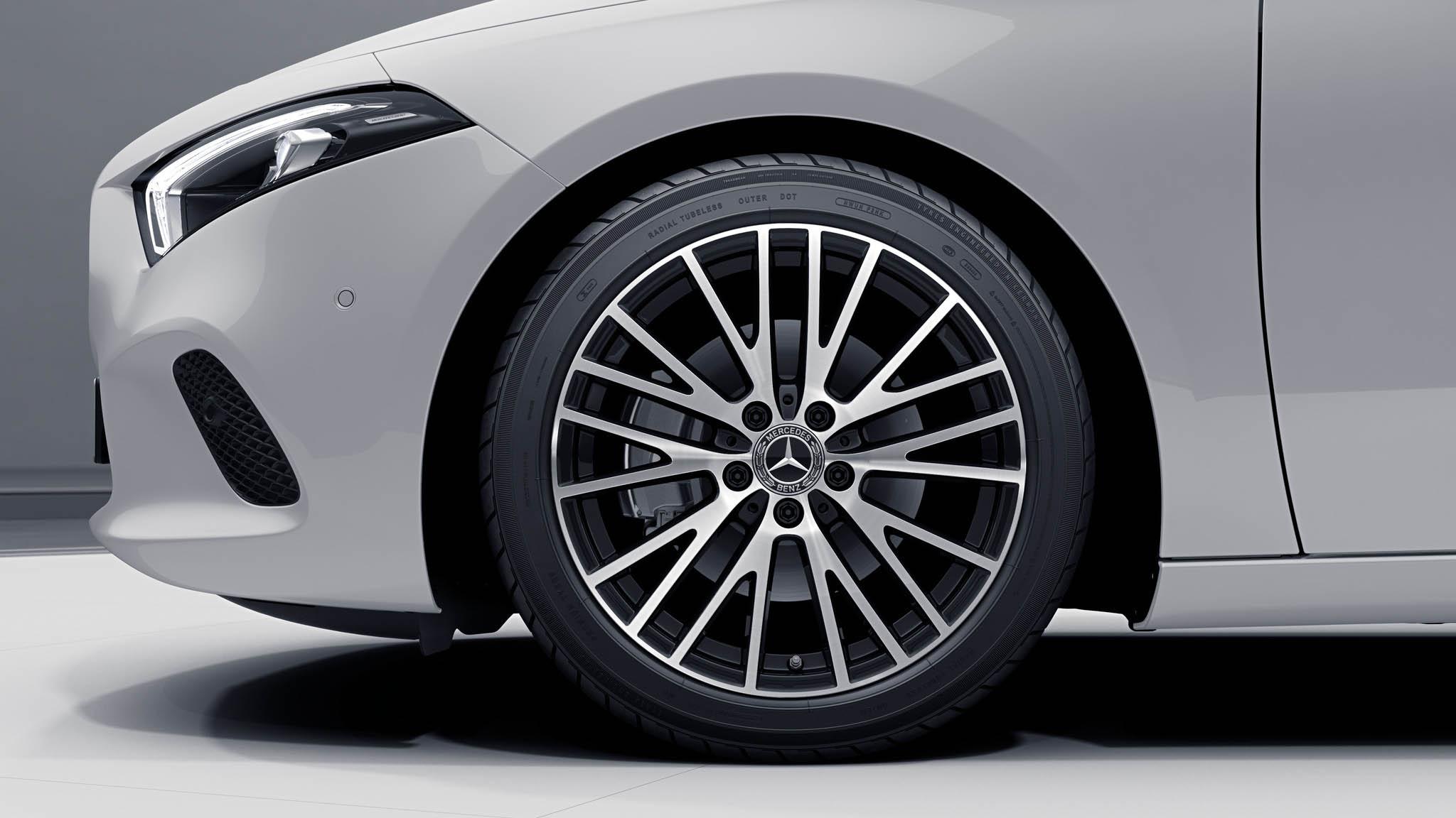 """Jantes 18"""" multibranches de la Mercedes-Benz Classe A"""