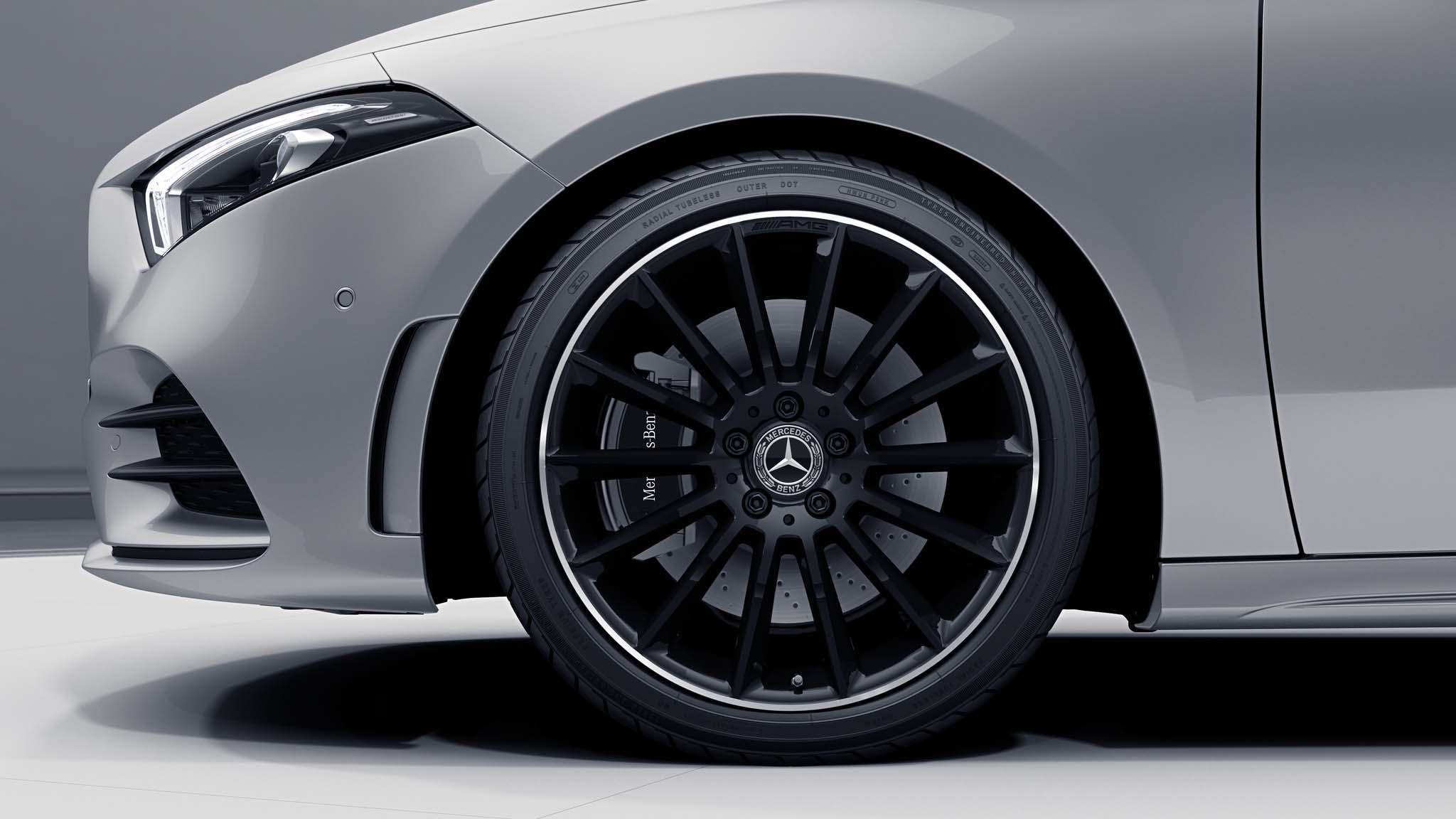 """Jantes AMG 19"""" multibranches noires de la Mercedes-Benz Classe A"""