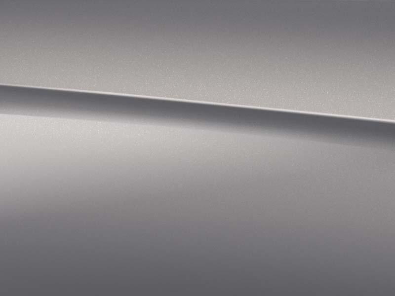 Vue de trois quarts de profil de la Mercedes-Benz Classe A avec la peinture Métallisé - argent Mojave