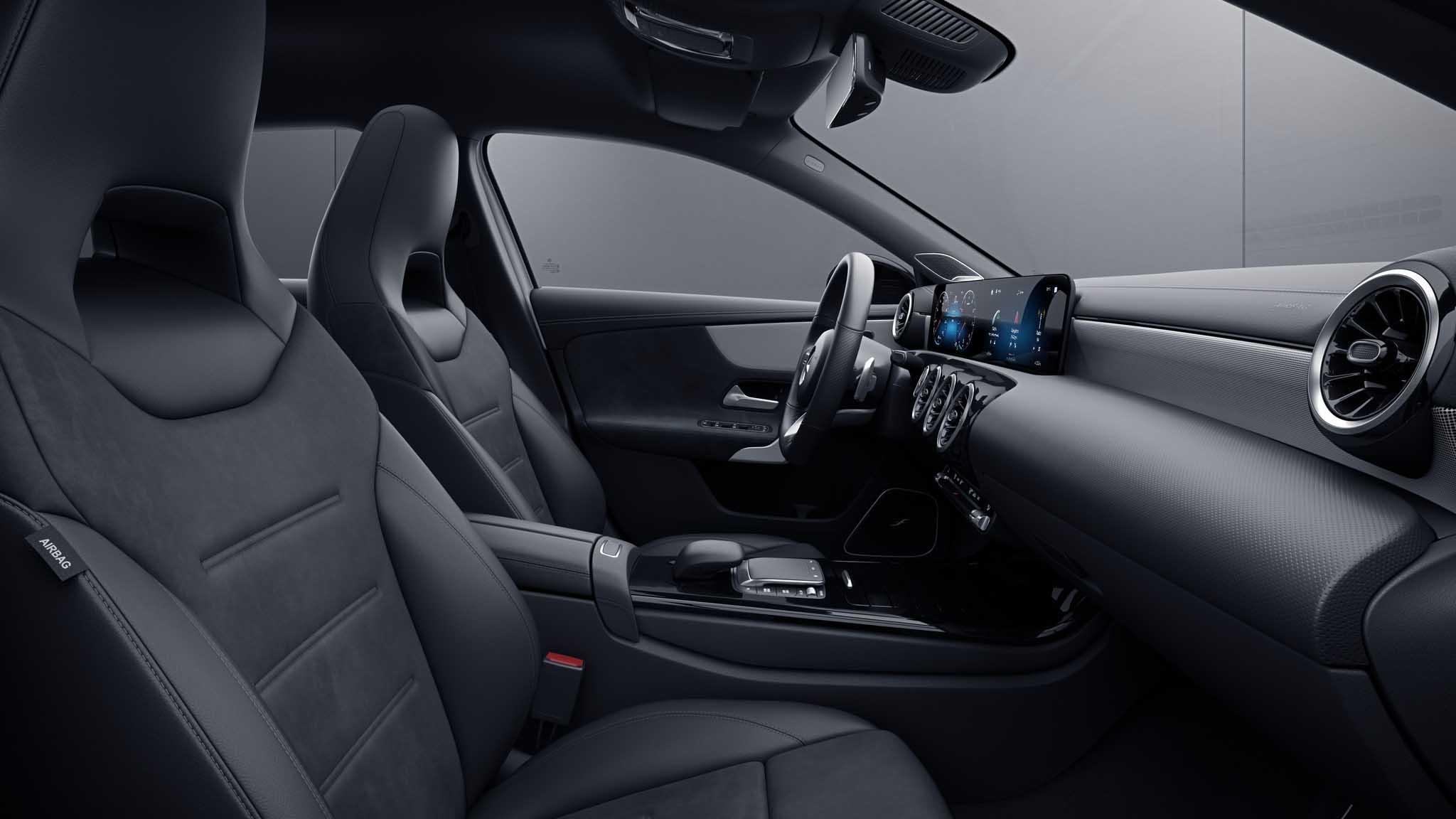 Habitacle de la Mercedes Classe A avec une Sellerie Similicuir Microfibre-Noir