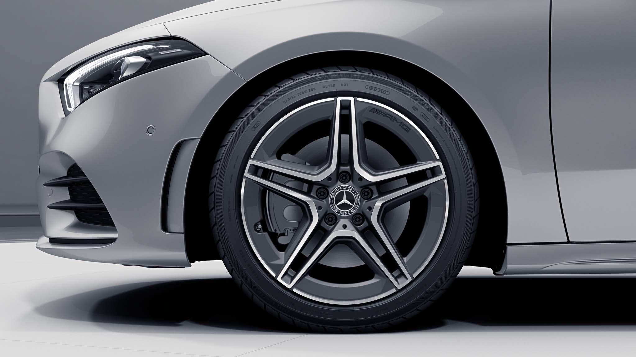 """Jantes AMG 18"""" à 5 doubles branches de la Mercedes-Benz Classe A"""