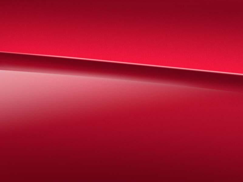 Vue de trois quarts de profil de la Mercedes Classe A avec la peinture Designo Rouge Patagonie métallisé