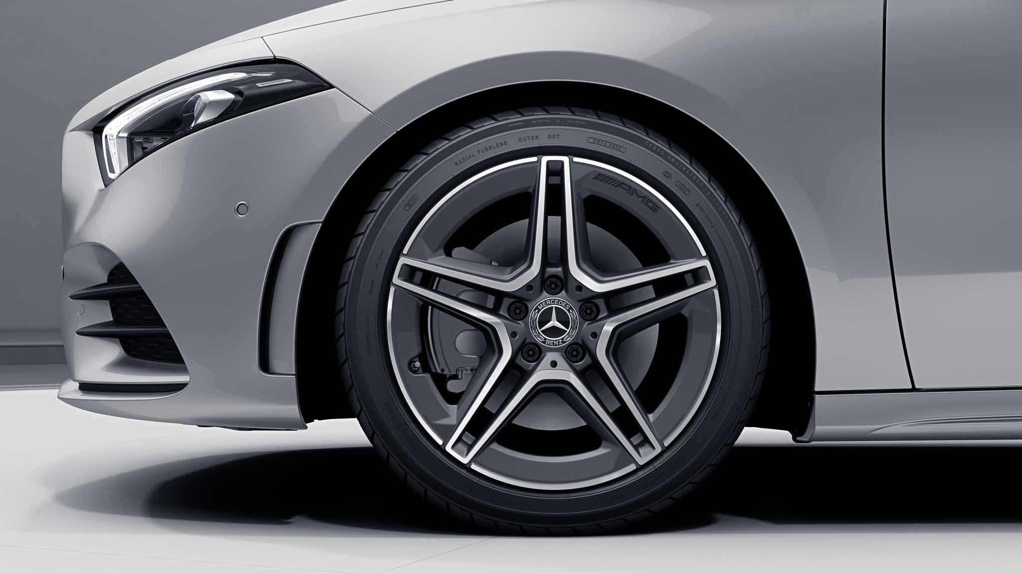 """Jantes AMG 18"""" à 5 doubles branches de la Mercedes-Benz Classe A Berline"""